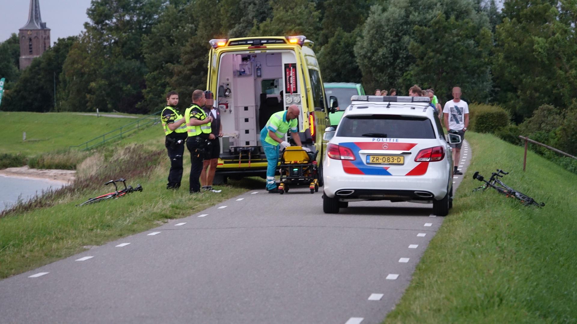 Wielrenner gewond bij botsing in Schellinkhout, automobilist rijdt door