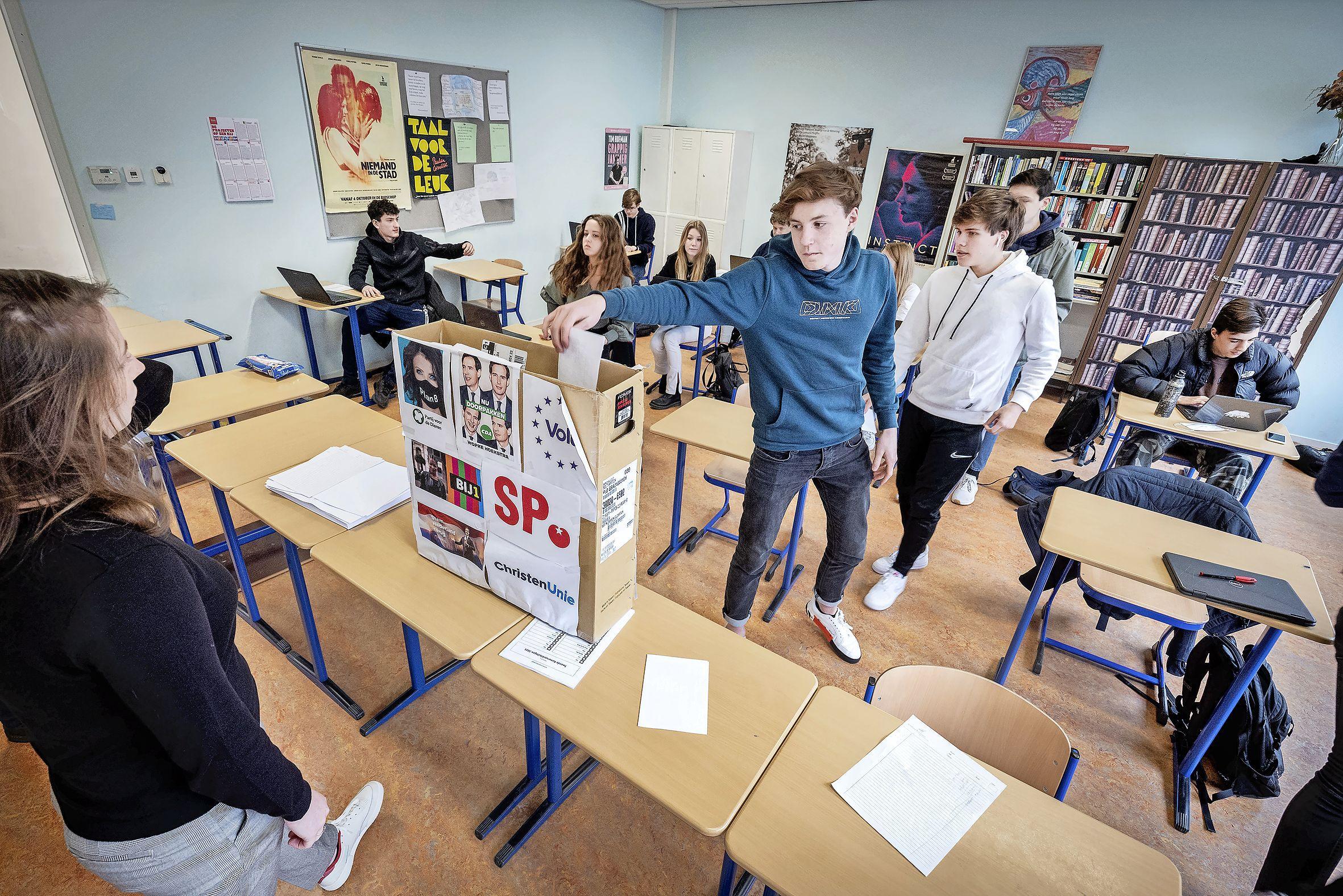 D66 wint nipt op het Ichthus Lyceum in Driehuis, net voor de VVD, scholieren stemmen vast voor de verkiezingen