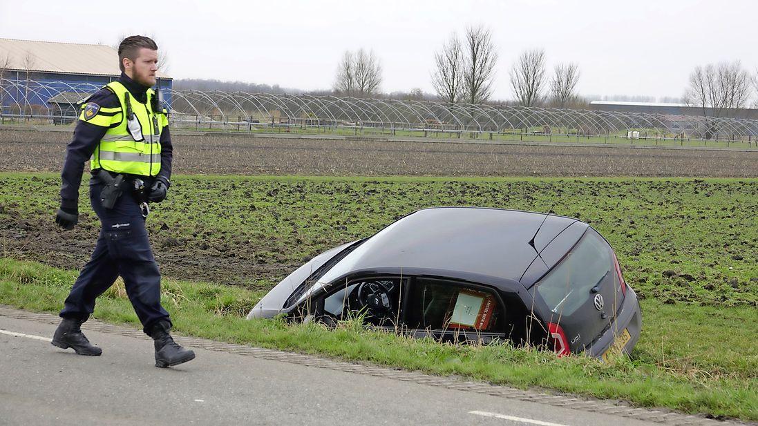 72-jarige vrouw uit Andijk overleden na verkeersincident in Lutjebroek. Slachtoffer werd mogelijk onwel tijdens rijden
