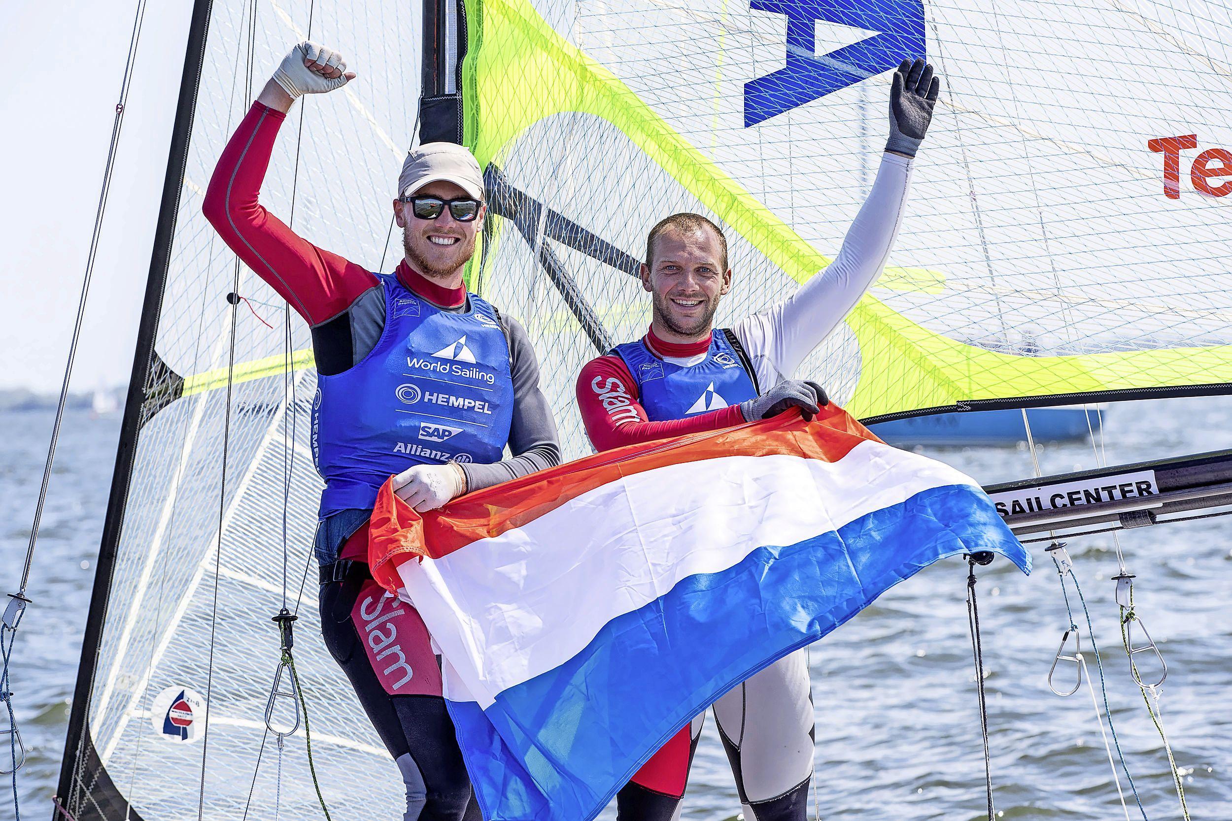 Nederlandse olympische zeilteams sluiten toernooi in Medemblik in stijl af: goud voor de vrouwen en de mannen