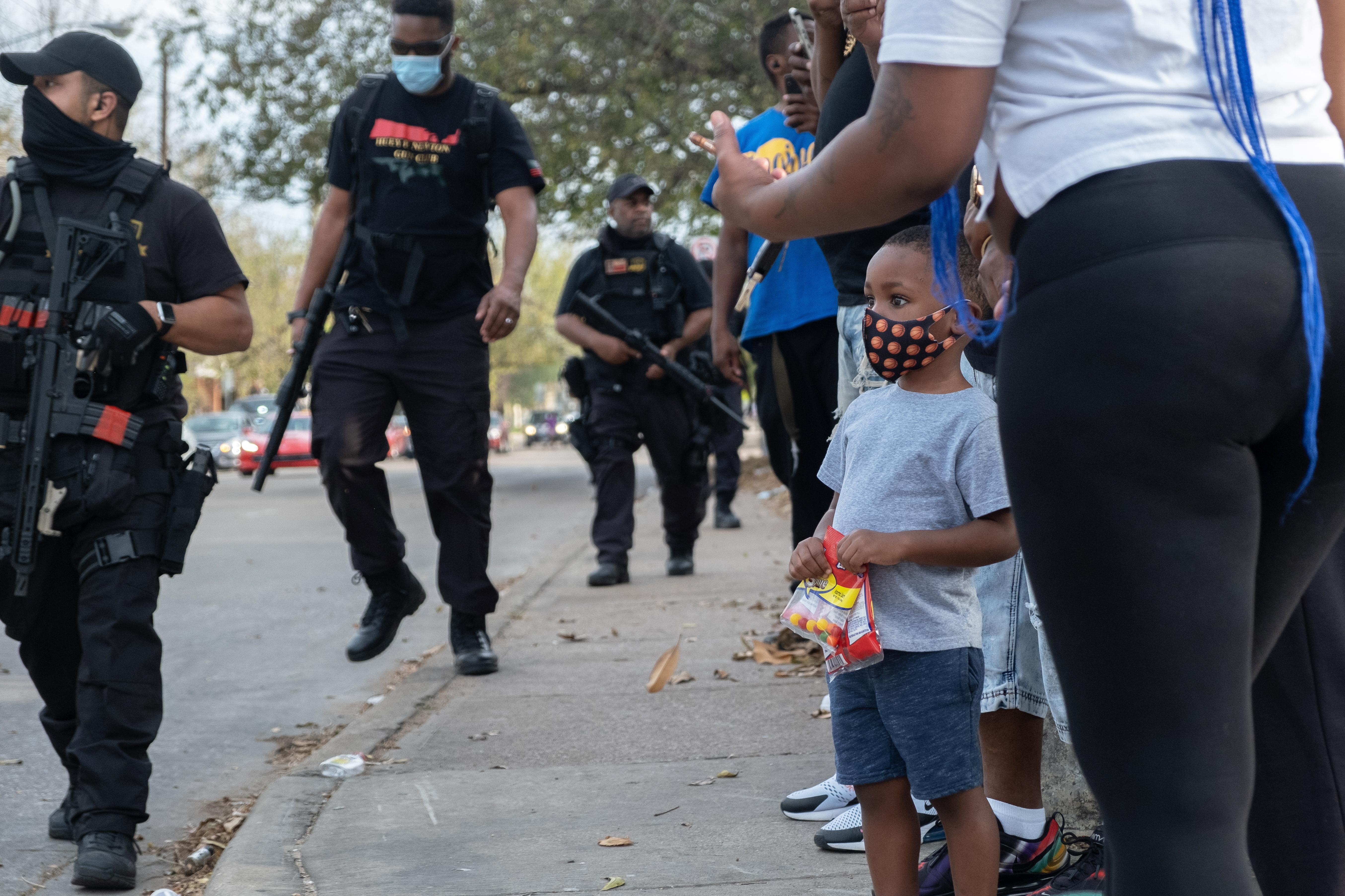Leidse fotografe in achterstandswijken van Dallas: gewapende burgerwacht lost op wat de politie niet meer kan, of durft