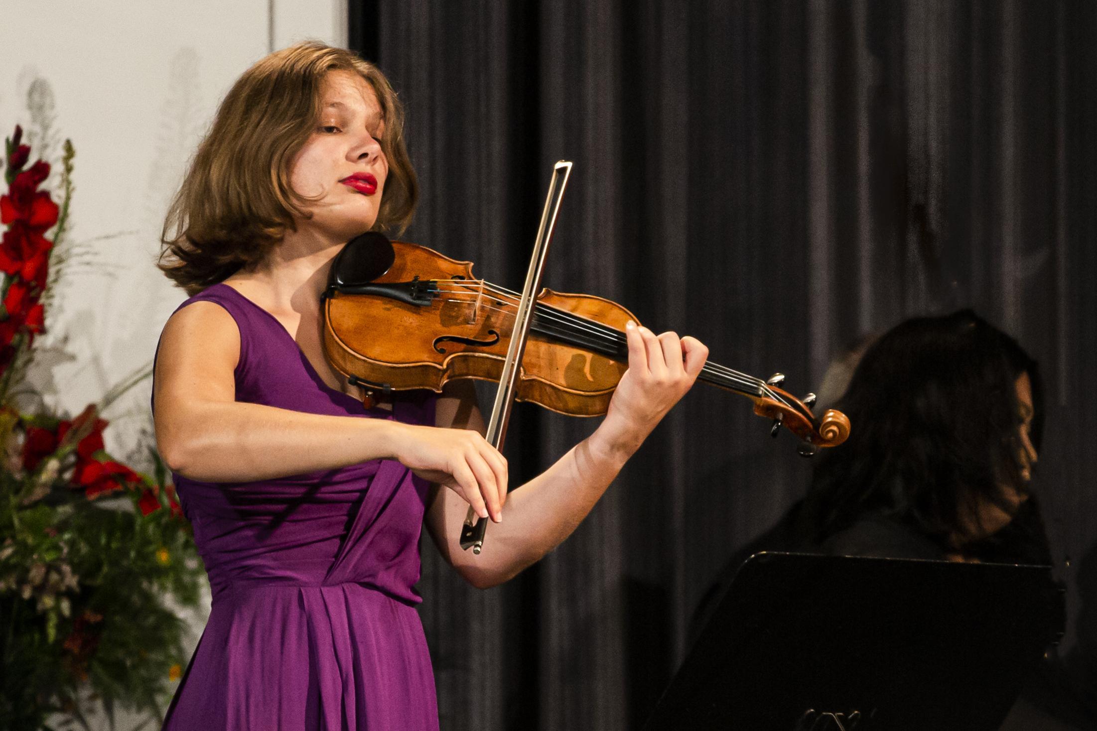Leidse violiste Emmy Storms mag eigen programma samenstellen op Grachtenfestival in Amsterdam