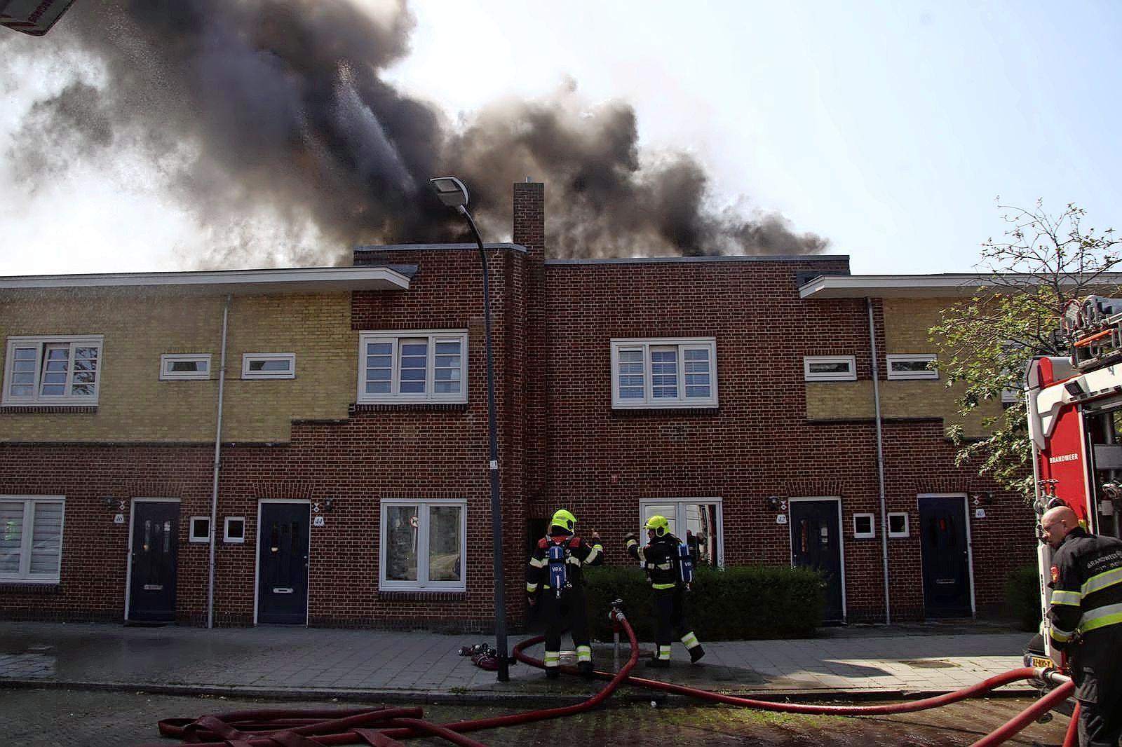 Zwarte rookwolken boven Haarlem: woningbrand snel onder controle