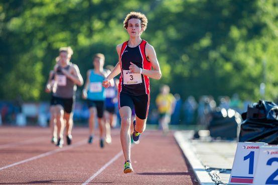 Alphense atleet Ludo van Nieuwenhuizen (18) wil uiteindelijk deelnemen aan de Olympische Spelen: 'Ik geloof er heilig in dat ik het kan halen' [video]