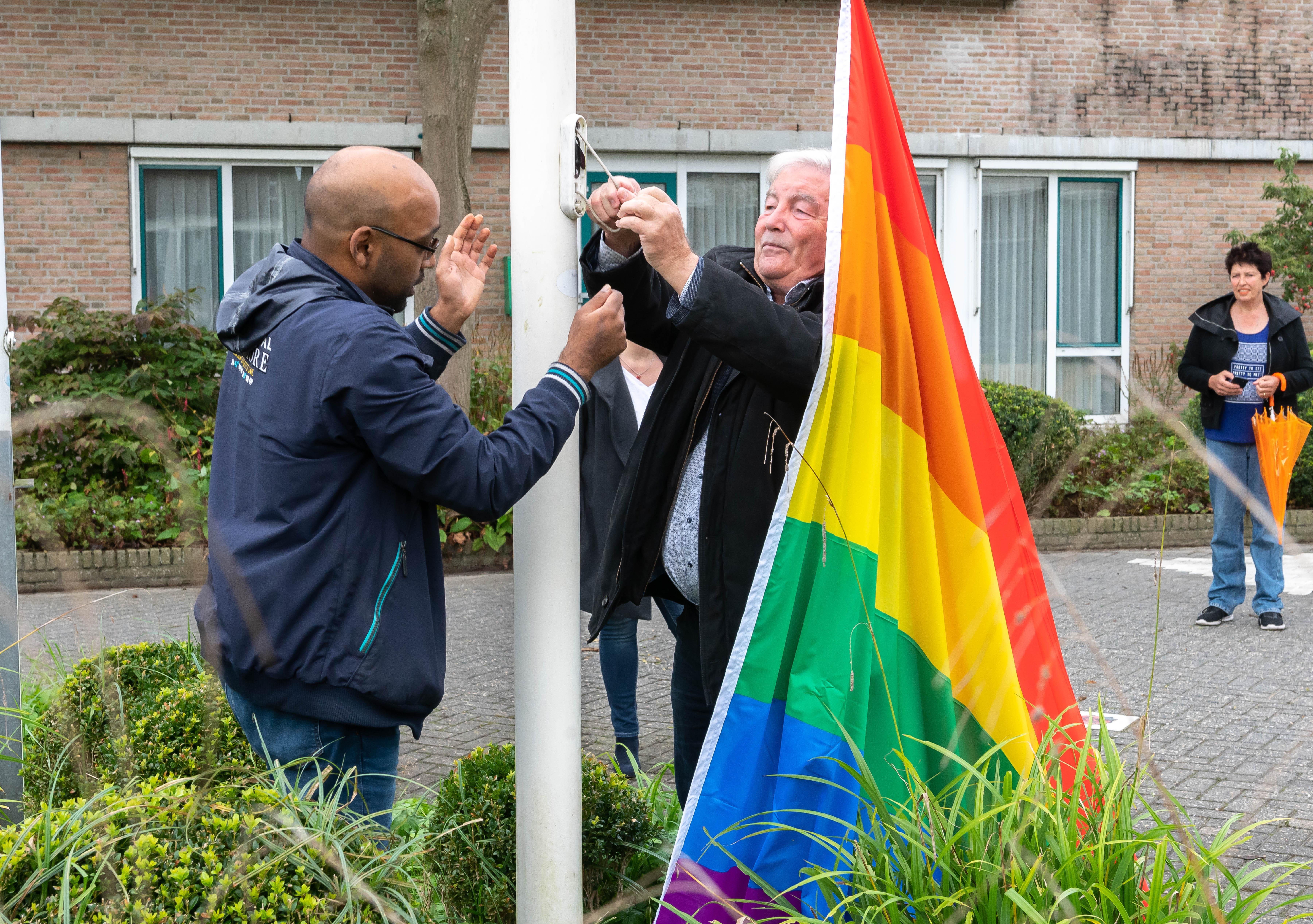 Beemster hijst voor het eerst de regenboogvlag