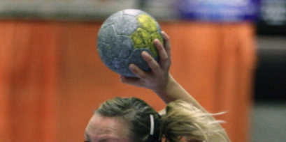 Tijdstraffen nekken handbalsters DSS op bezoek bij De Tukkers