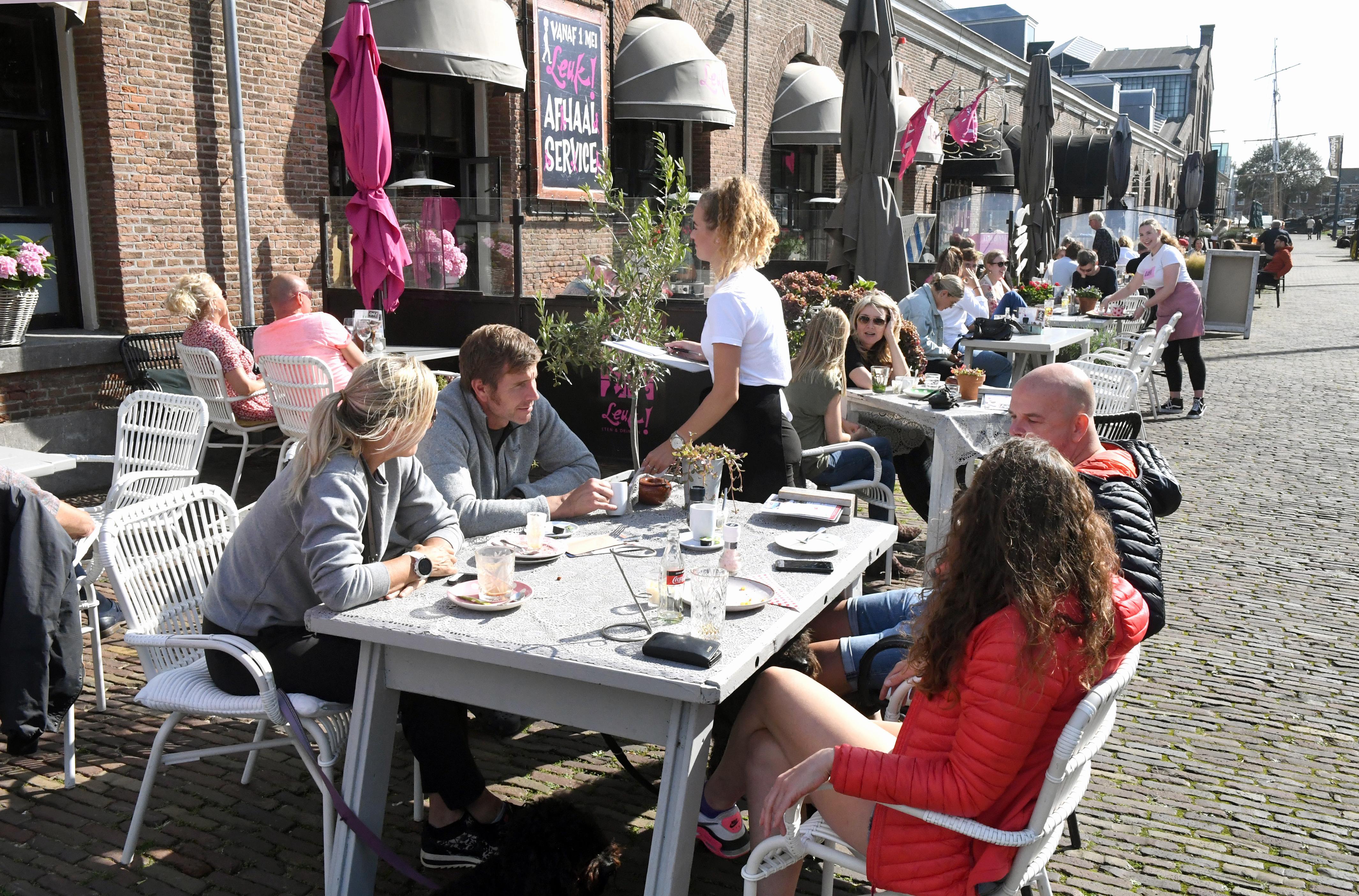 Politiek Den Helder heeft verschillende ideeën voor hulp aan horecabedrijven en andere ondernemers. 'Maar dat het geld beschikbaar is, betekent niet dat het op moet', zegt de wethouder financiën