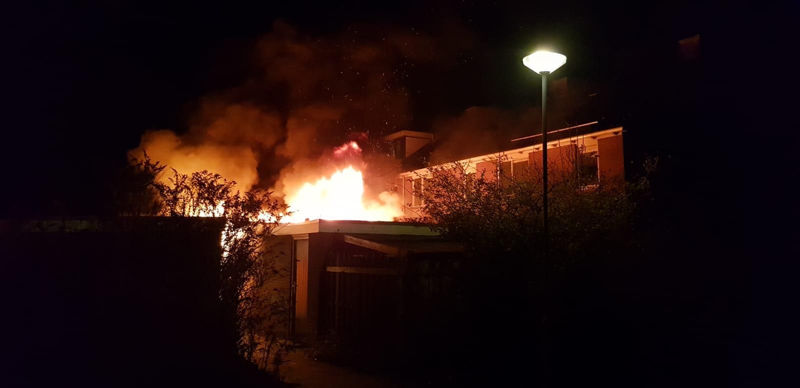 Meerdere schuren in brand bij woning in Bovenkarspel; omliggende woningen ontruimd