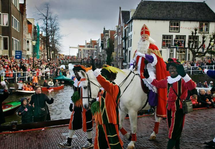 Cees Slot mag dertig dagen niet op Facebook omdat hij een filmpje uit 2004 van de Sinterklaasintocht in Alkmaar plaatste