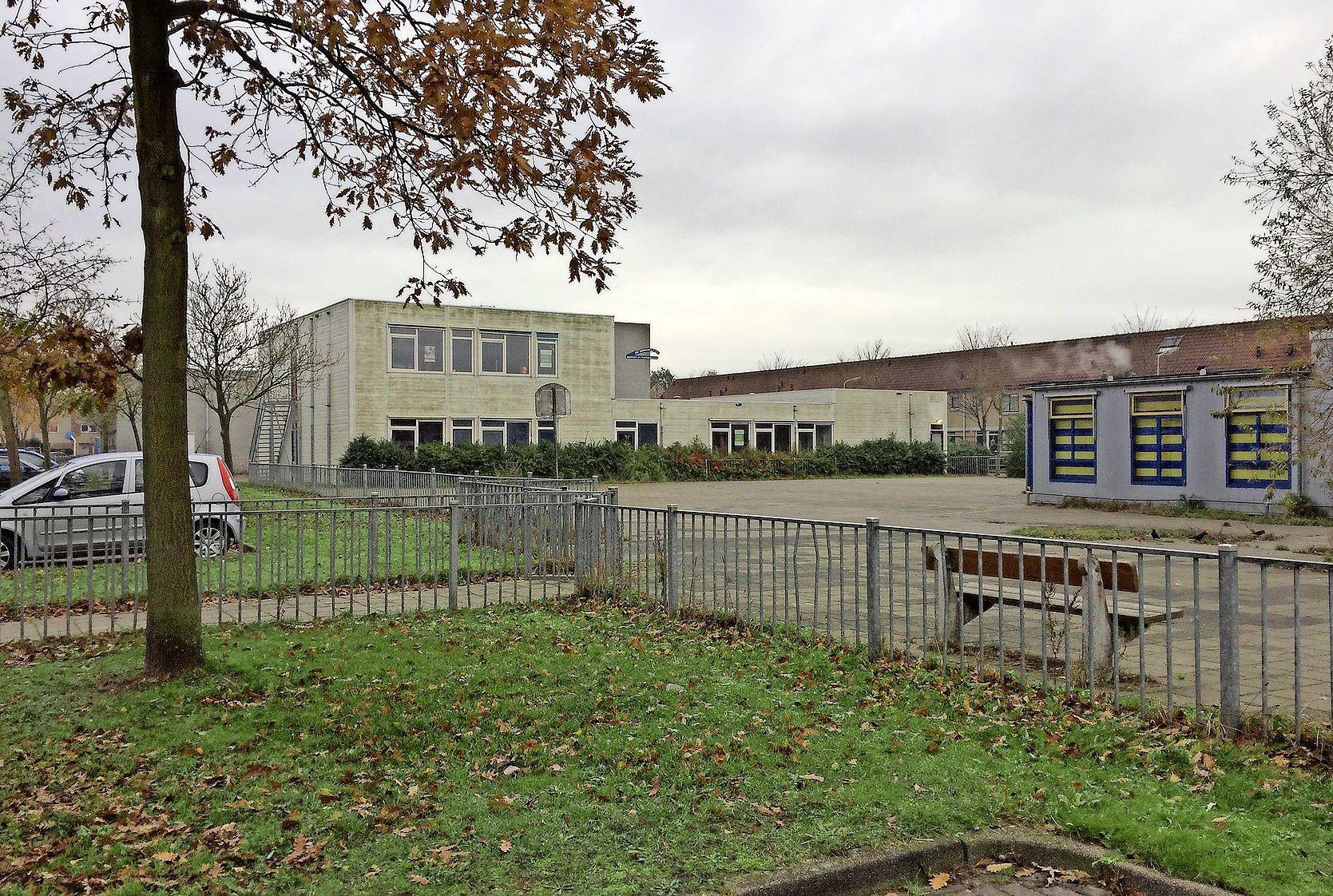 Scholen en gymzaal maken plaats voor 75 sociale huurwoningen aan Platbodem in Velserbroek