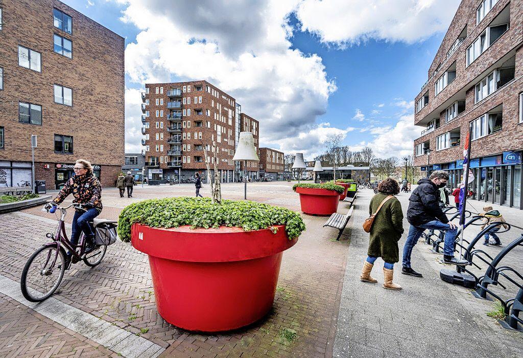 Mishandelingen en bedreigingen op het Marsmanplein in Haarlem houden aan. Camera's en verblijfsontzeggingen moeten daar verandering in brengen