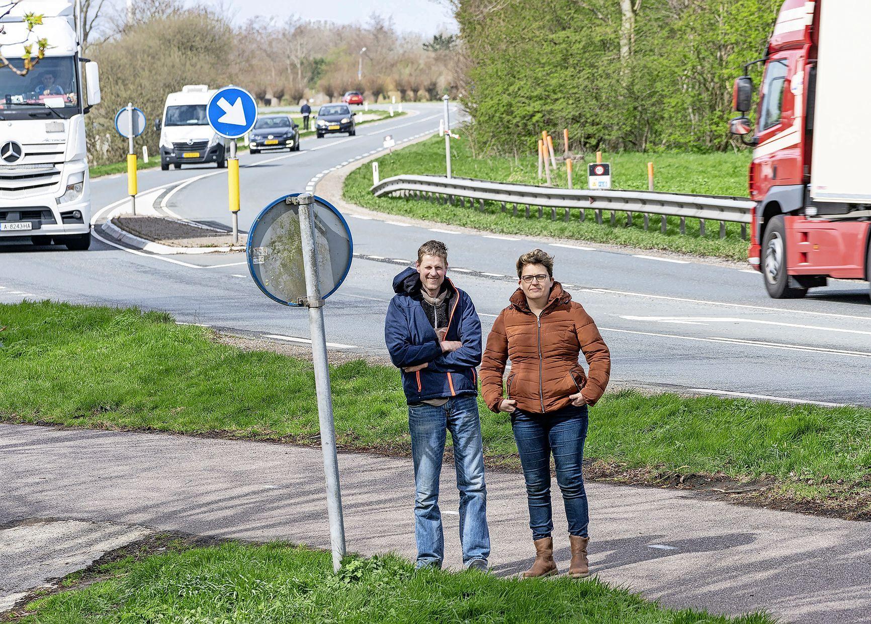 'Druppel' in bocht beruchte 'dodenweg' N241 verdwijnt, terwijl het obstakel juist zware ongelukken voorkomt. 'Minimaal zeven mensen verongelukt'