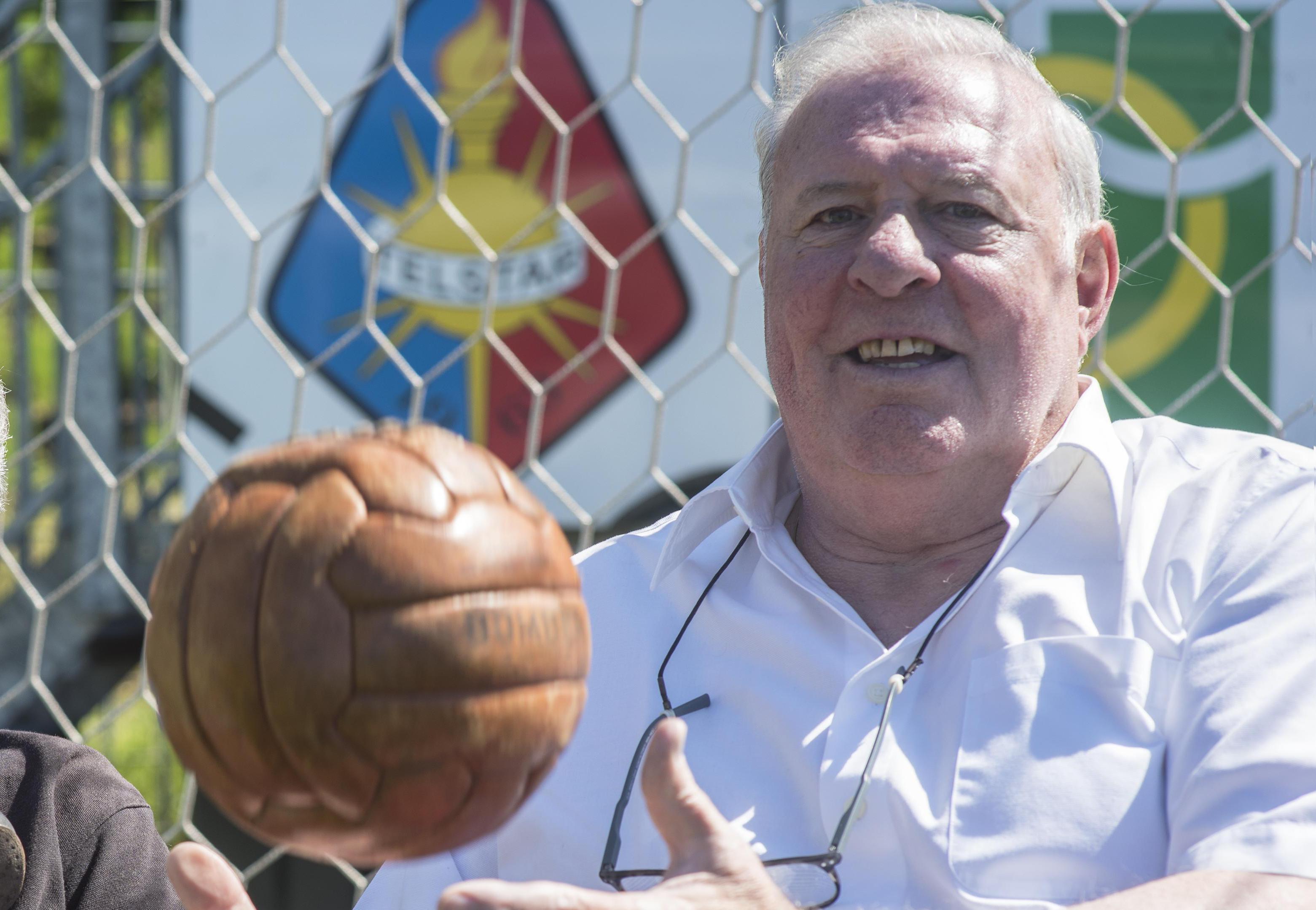 Oud-doelman Heinz Stuy kan 50 jaar oud record kwijtraken aan AZ-keeper: 'Maar het blijft eigenlijk in mijn handen' [video]