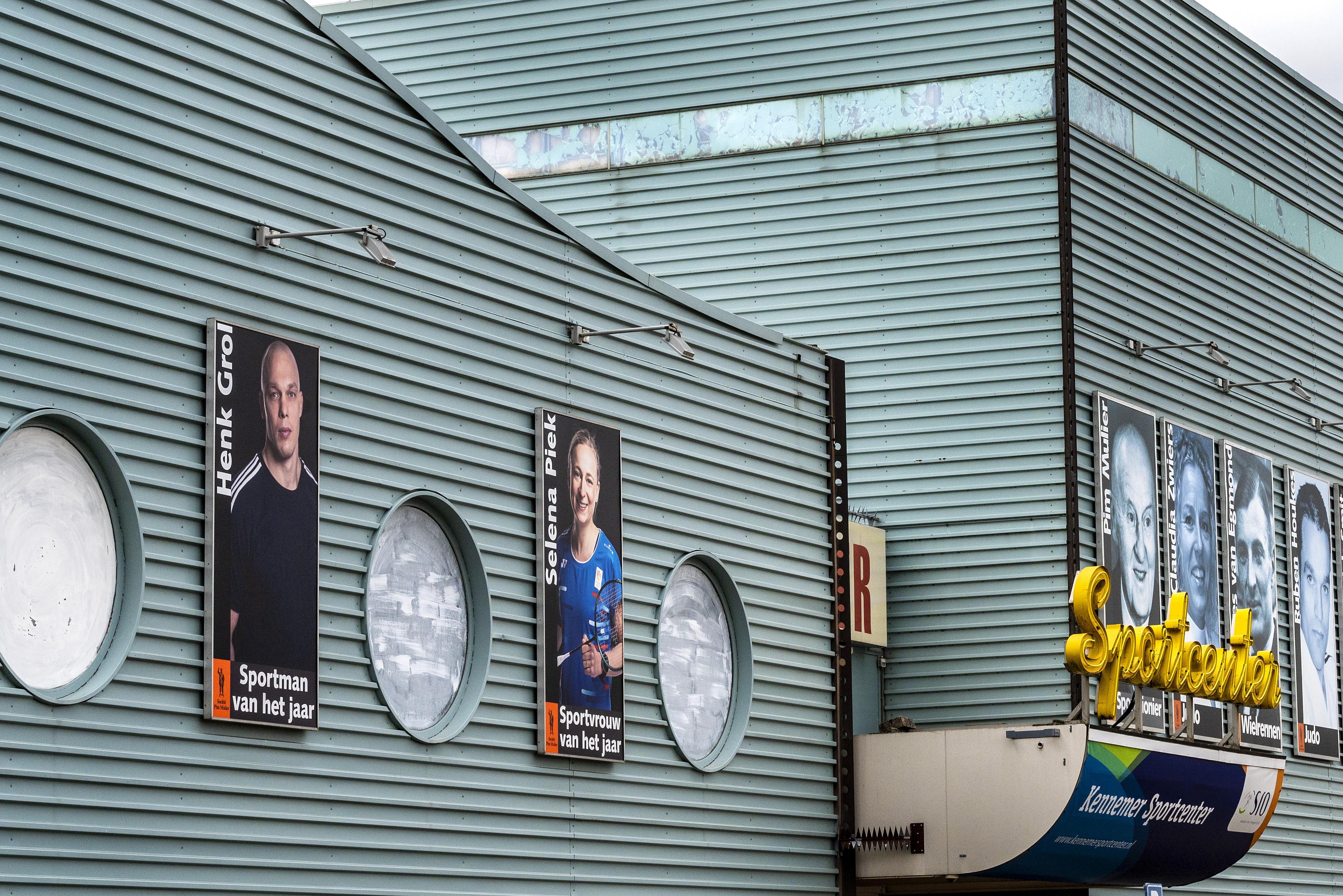 Vertrouwd beeld voor Haarlemmers: Henk Grol weer aan de gevel