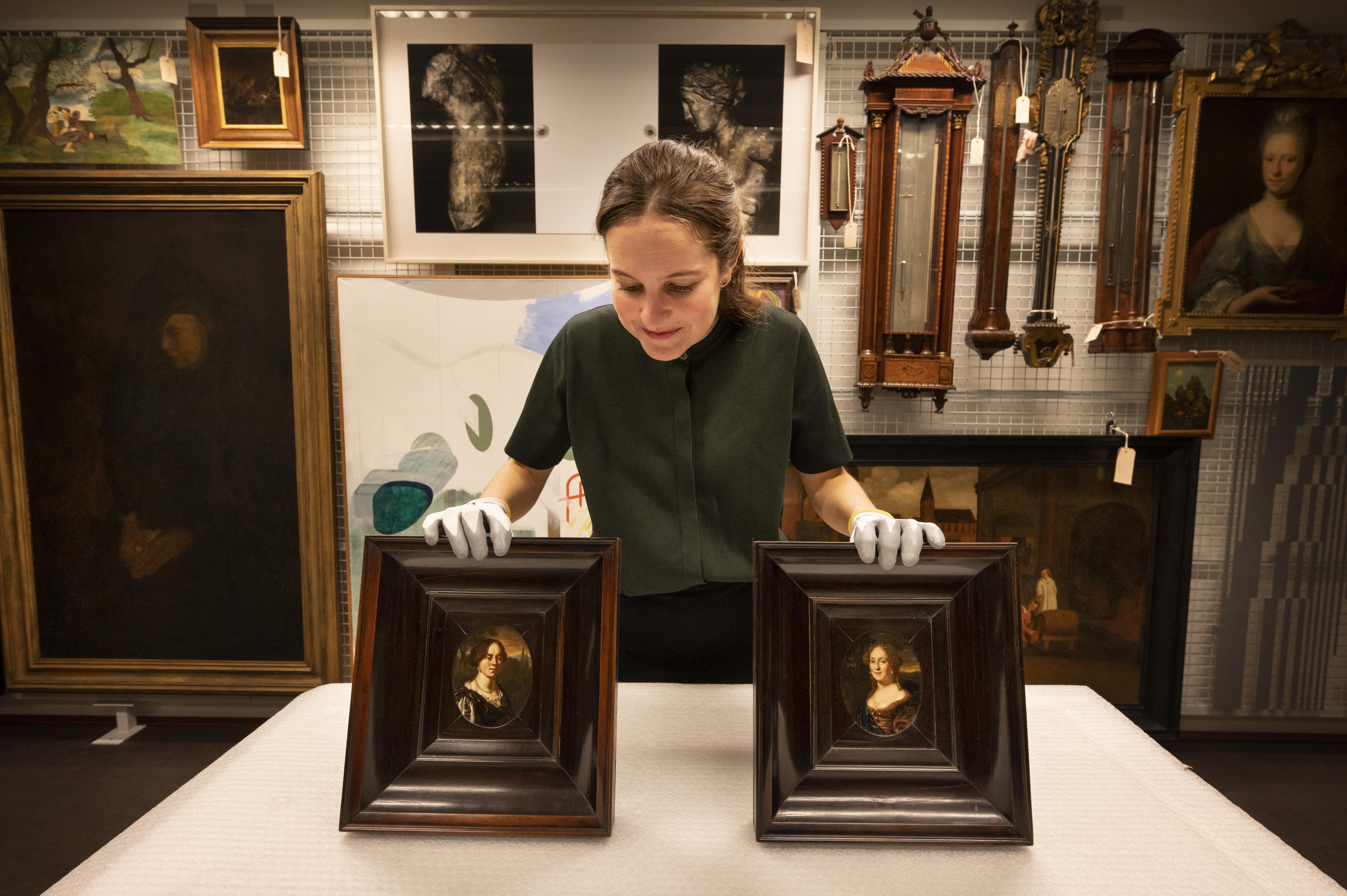 Museum De Lakenhal in Leiden slaat slag op Engelse kunstveiling: tweelingzussen keren terug in hun geboortestad