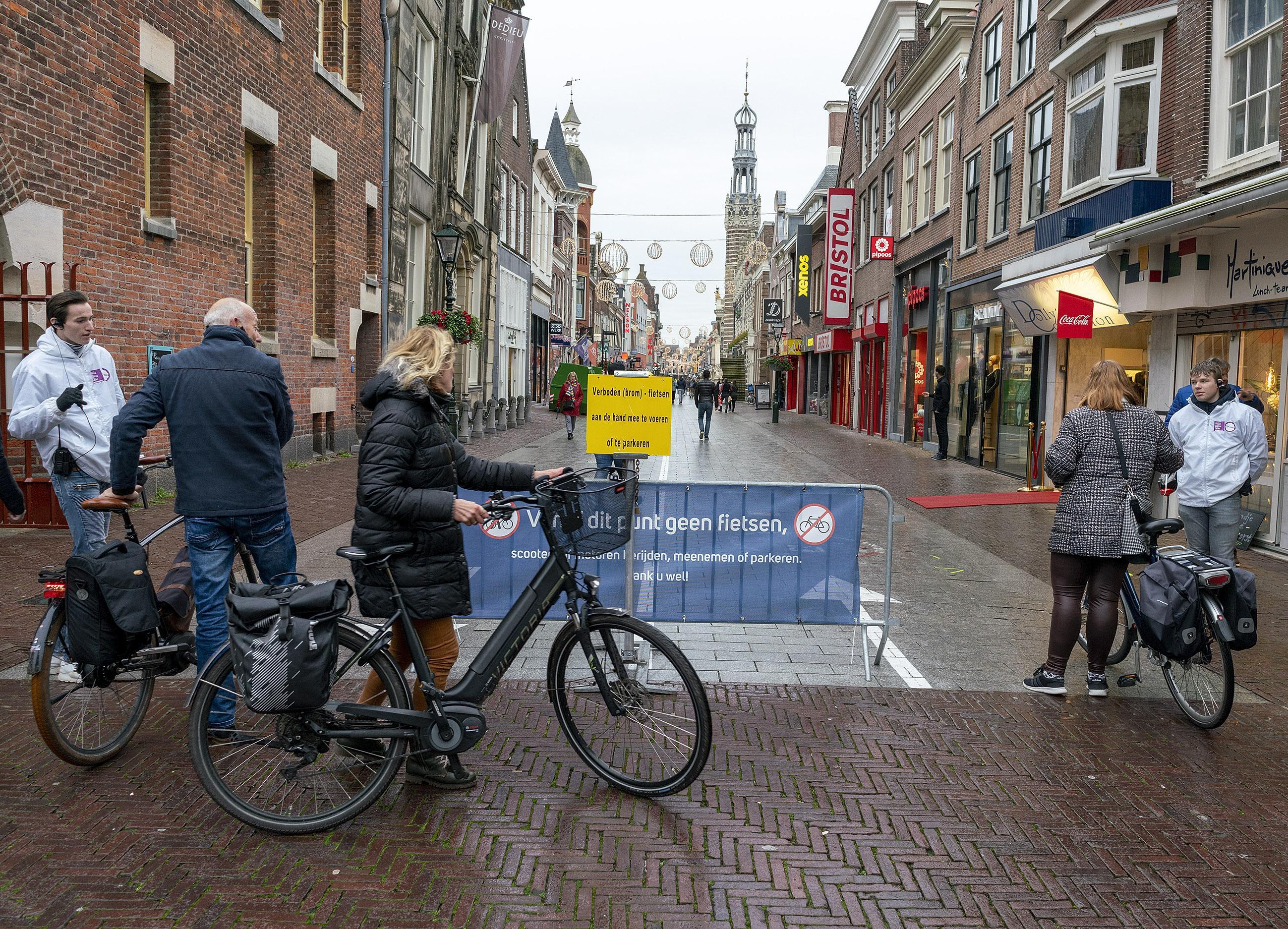 Black Friday is de lakmoesproef voor drukte in Alkmaarse binnenstad; in het ergste geval gaan de toegangswegen dicht en moet het winkelend publiek naar huis