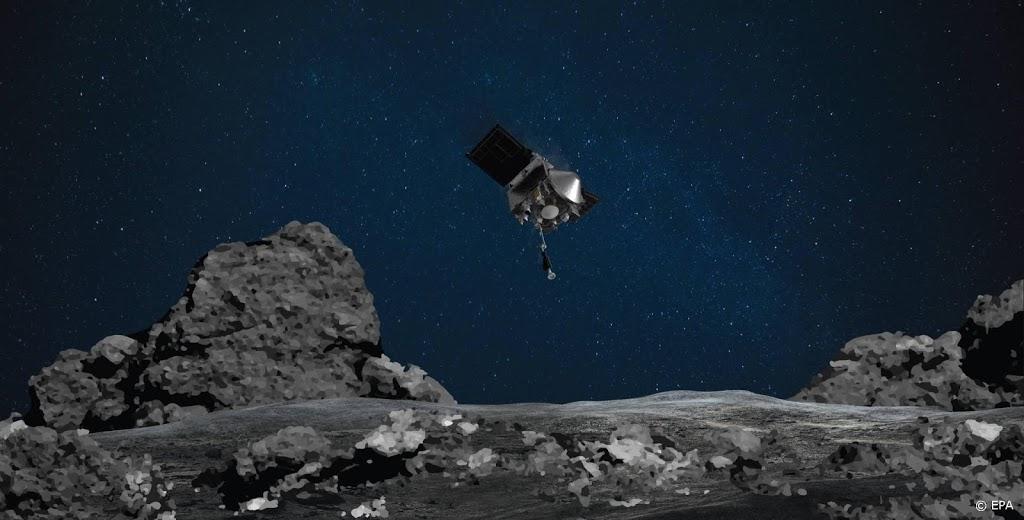 Amerikaanse sonde op weg terug naar aarde met gruis ruimterots