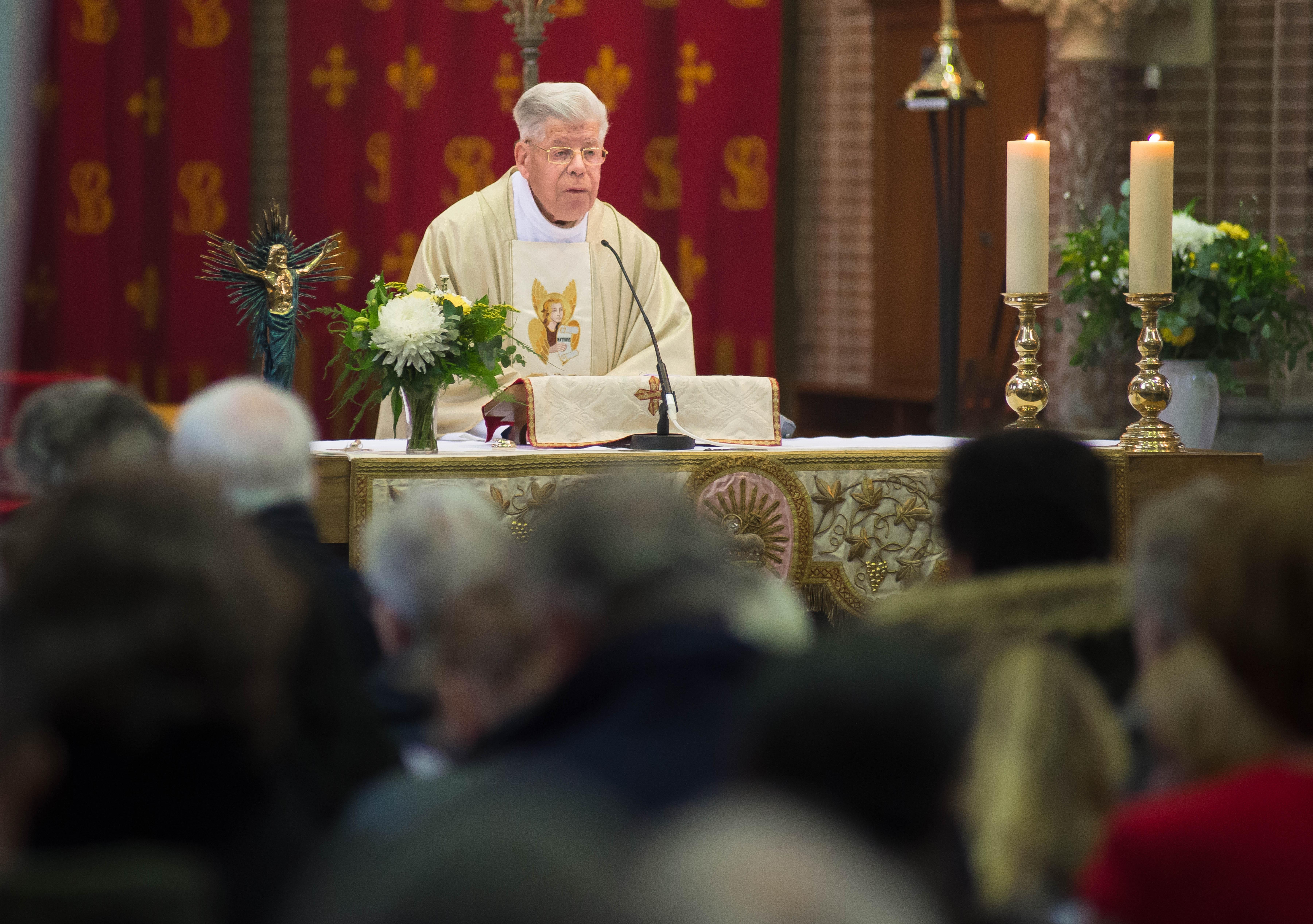 Pastoor Goedhart (82) van Zaanse Bonifatiusparochie overleden: actief in de kerk tot aan zijn dood