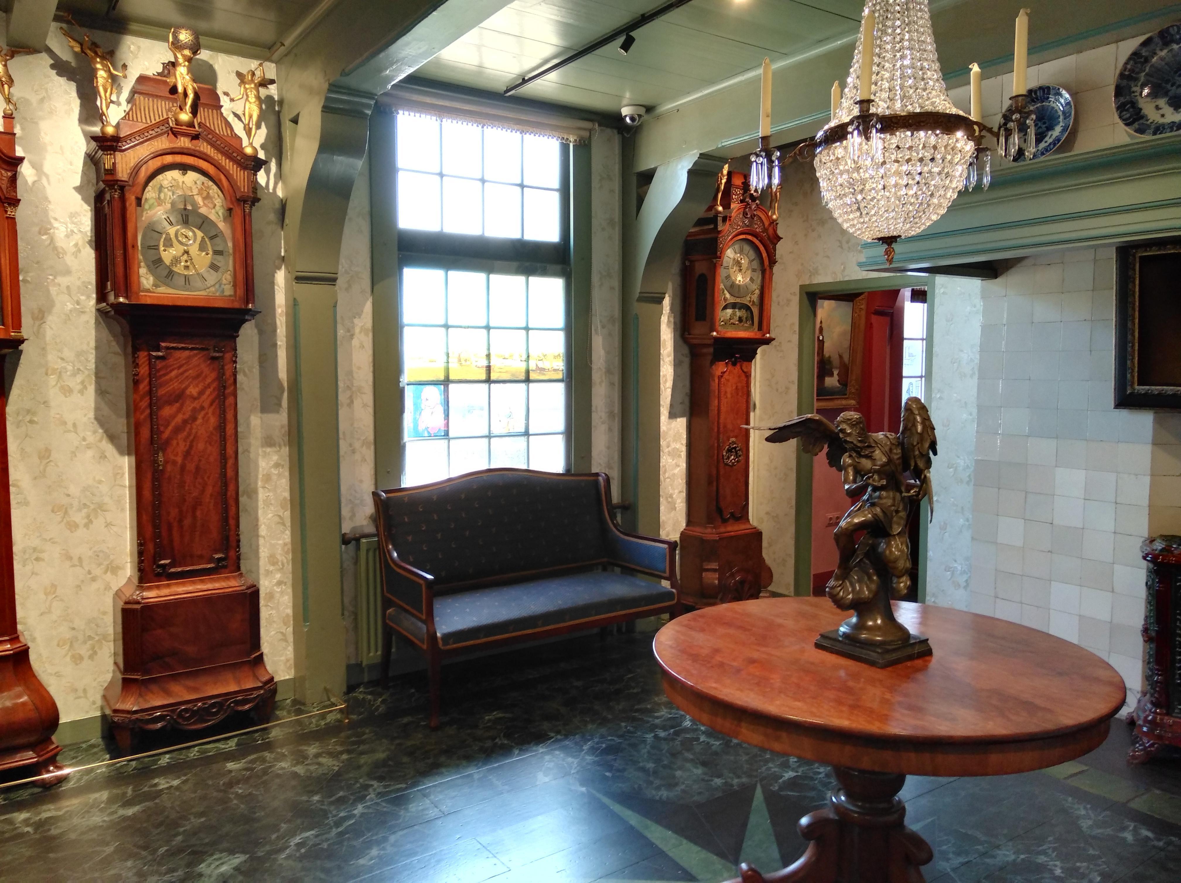 Uurwerkmuseum Zaanse Tijd toont topstukken in nieuwe pronkkamer