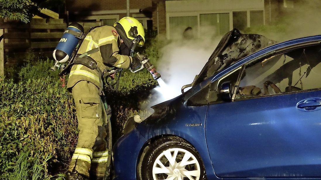 Autobrand in Avenhorn, politie doet onderzoek
