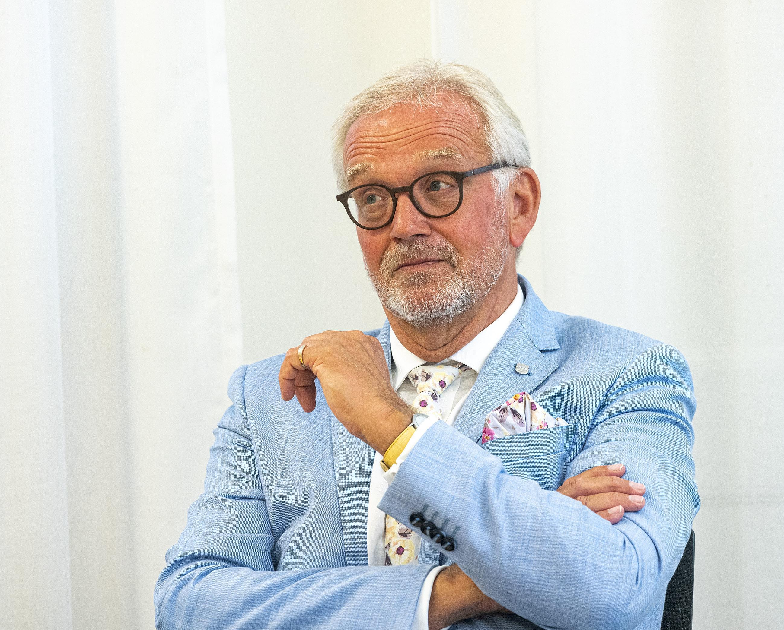 'Rapport Onderzoeksraad over instorten AZ-dak zal de kwestie haarfijn fileren'; Vertrekkend burgemeester Alkmaar spreekt voor het eerst over dit onderwerp