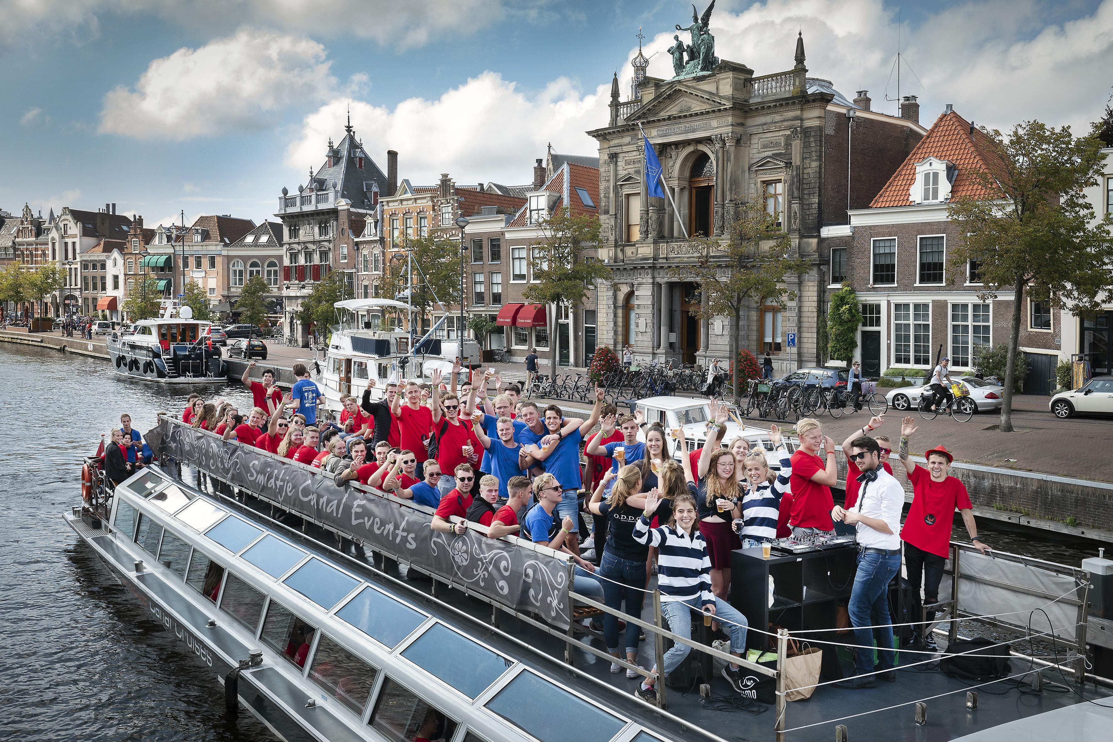 Recordaantal eerstejaars doet mee aan introductieweek Inholland in Haarlem: 'Hier ontstaan hechte vriendschappen'