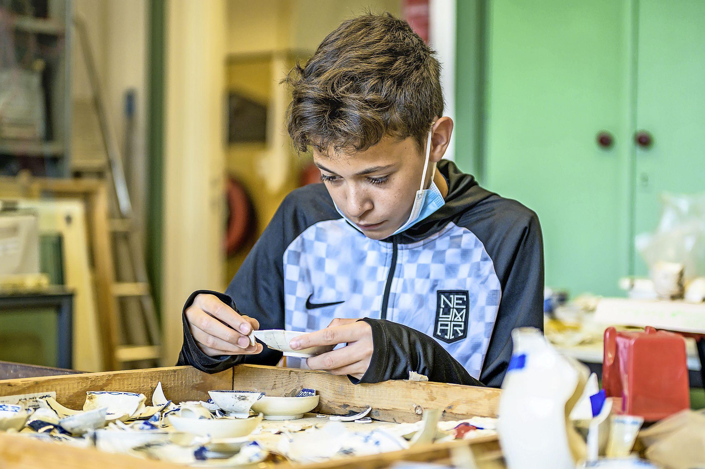 Bezoekers Archeologievereniging in Zaandijk kijken hun ogen uit: 'Als amateur kun je ook dingen vinden waar musea jaloers op zijn'
