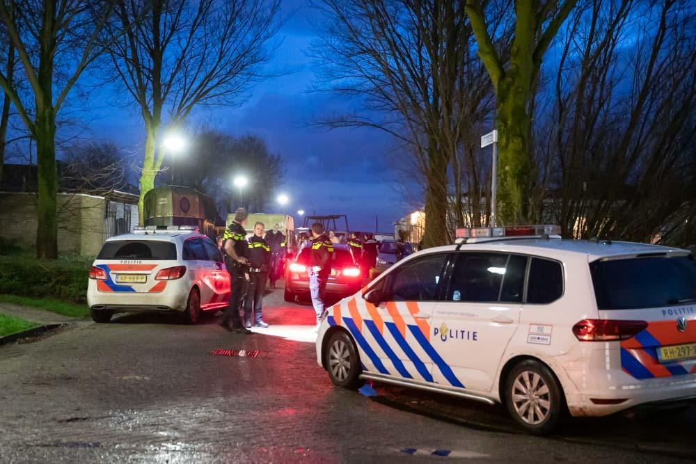 Drie agenten gewond bij aanhouding op woonwagenkamp in Baarn, zes mensen gearresteerd [update]
