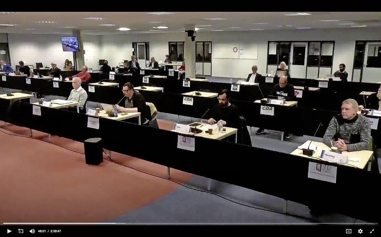 Nieuwe burgemeester Alkmaar wordt gekozen in een ultrageheime raadsvergadering. 'We moeten niet hebben dat jullie met een glas tegen de muur ons staan af te luisteren'