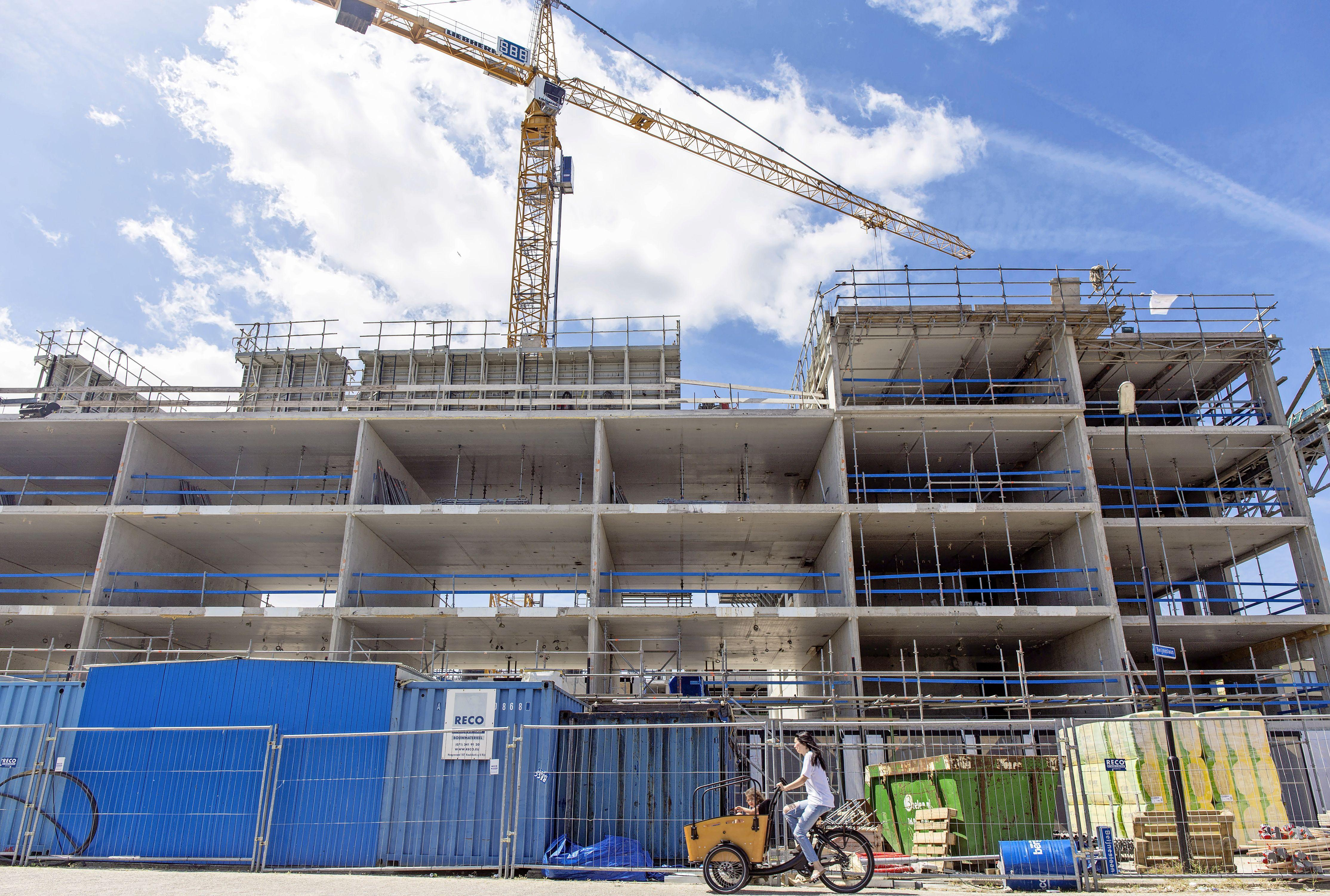 Woontoren Vennelaan-Beijneslaan in Beverwijk: bouwen tot in de blauwe hemel