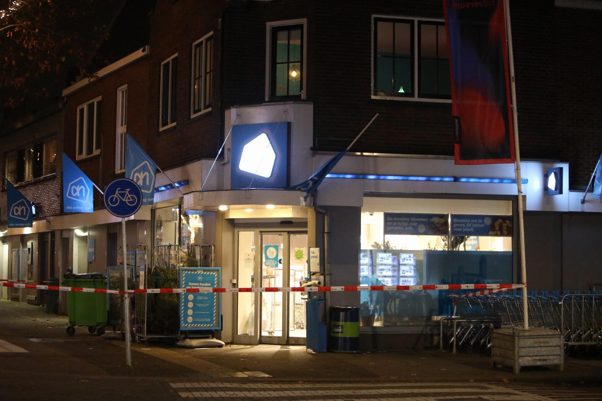 Personeel en winkelend publiek overmeesteren overvallers in Albert Heijn in Hilversum
