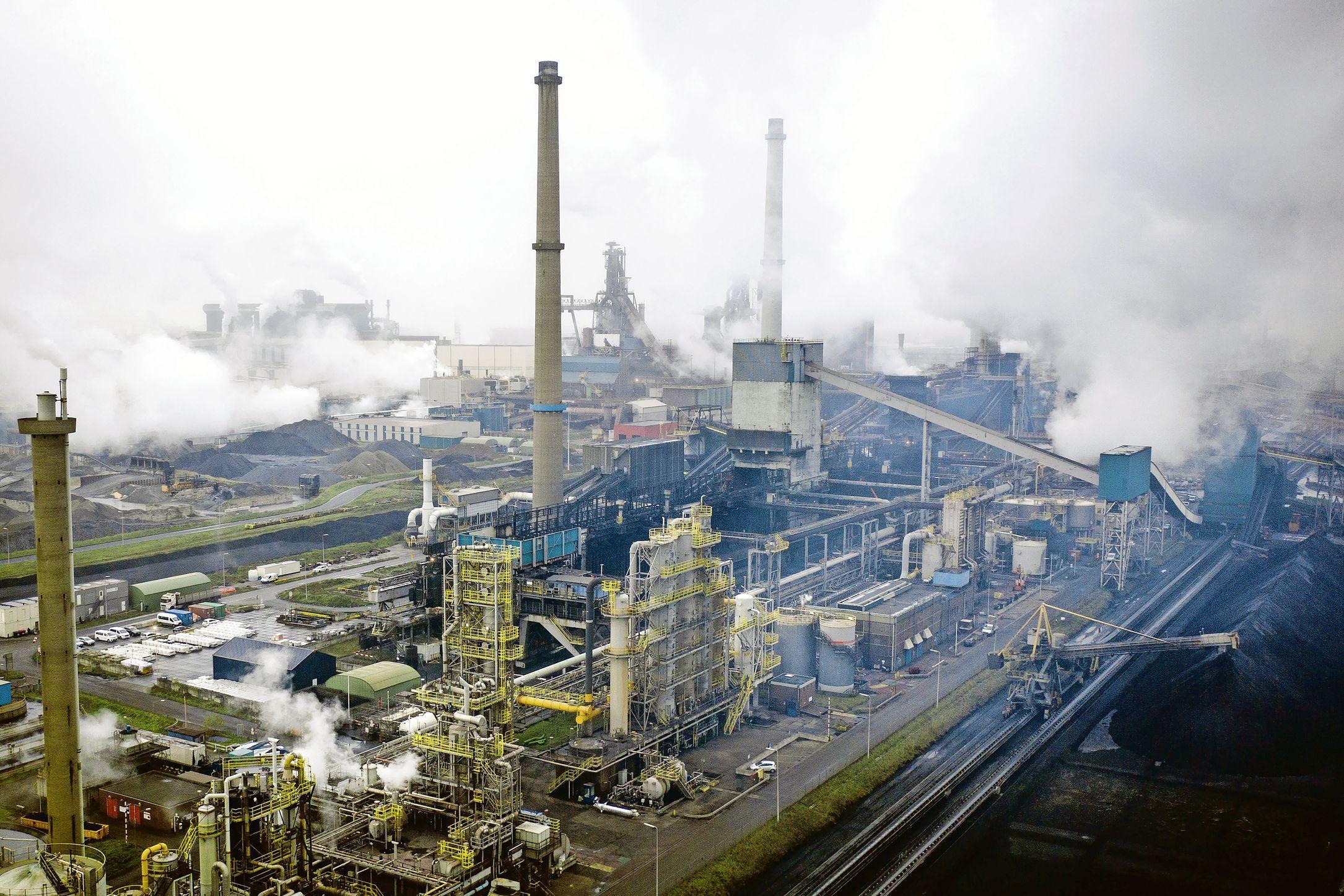 De lucht in de IJmond moet nu écht schoner. Beverwijk, Velsen, Heemskerk en provincie komen met een actieplan