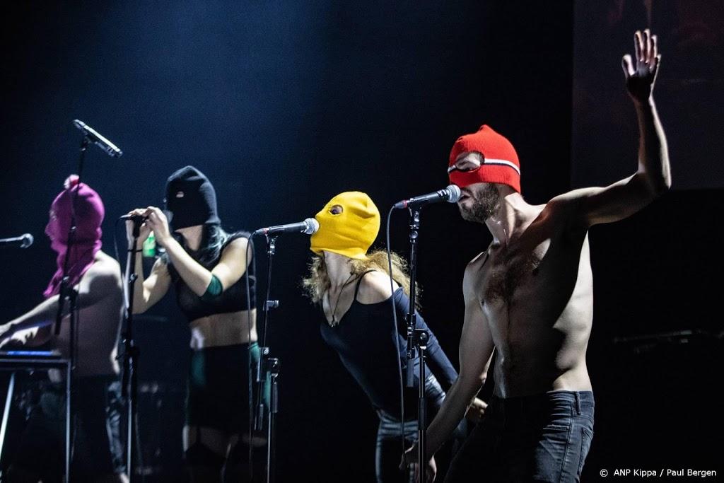 Pussy Riot beboet vanwege ophangen regenboogvlaggen in Rusland