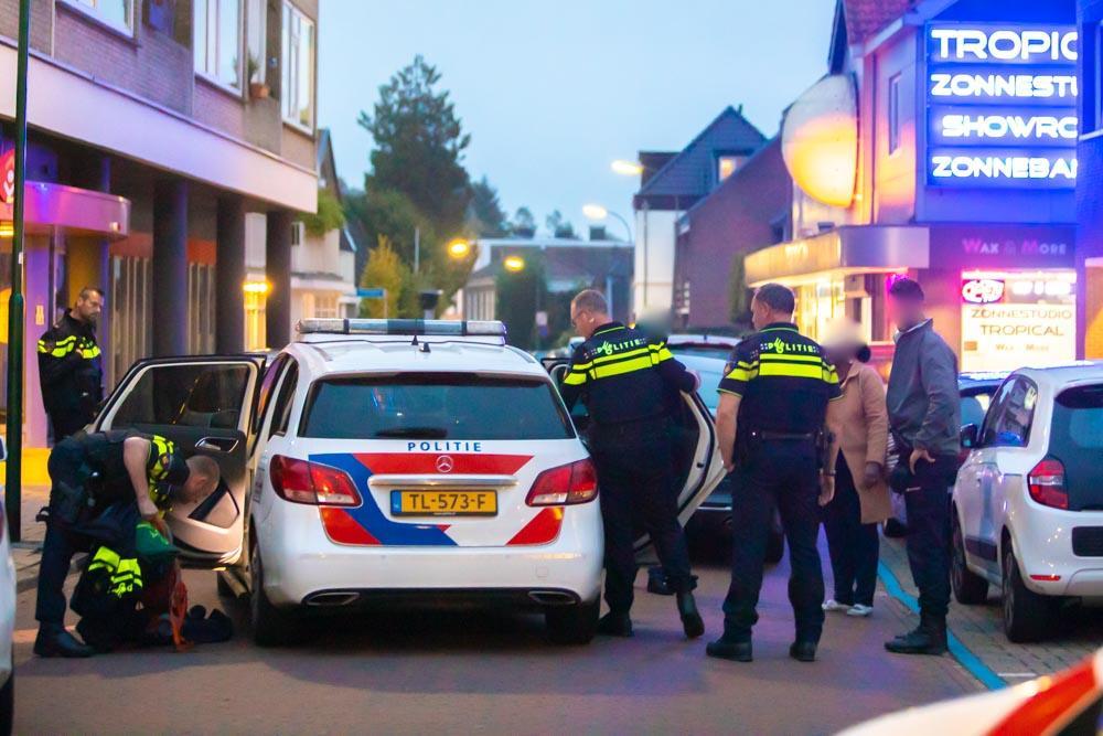 Veel politie en marechaussee ingezet voor twee arrestaties in centrum van Baarn