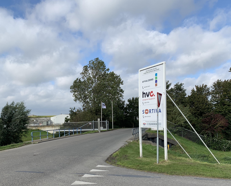 Zorgen over groei en overlast van HVC worden door voltallige gemeenteraad van Medemblik gedeeld. 'Er moet een einde komen aan de stank van dit afvoerputje van de provincie'