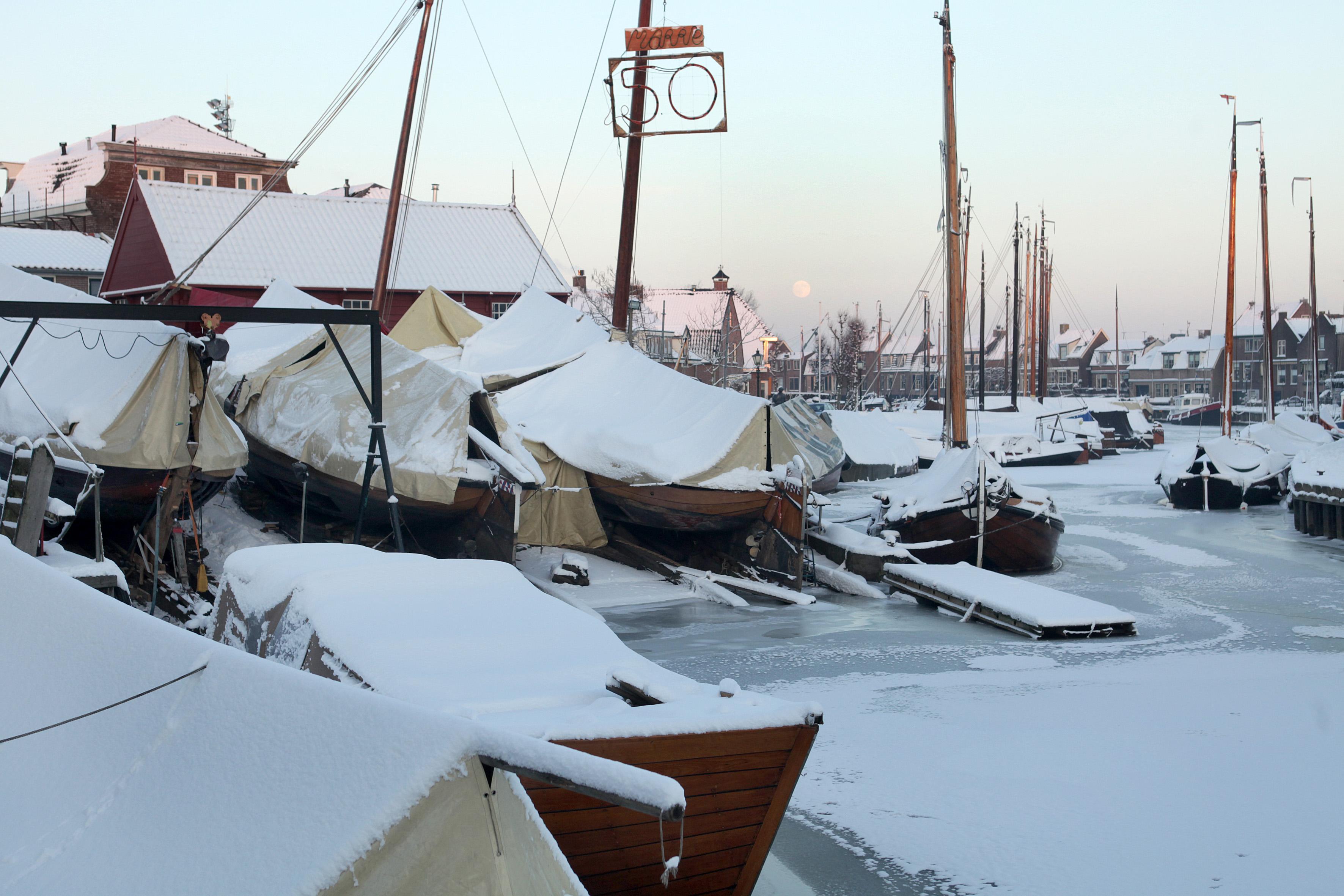 Vaarverbod in Spakenburgse haven uit angst voor schade aan afgemeerde botters en andere schepen