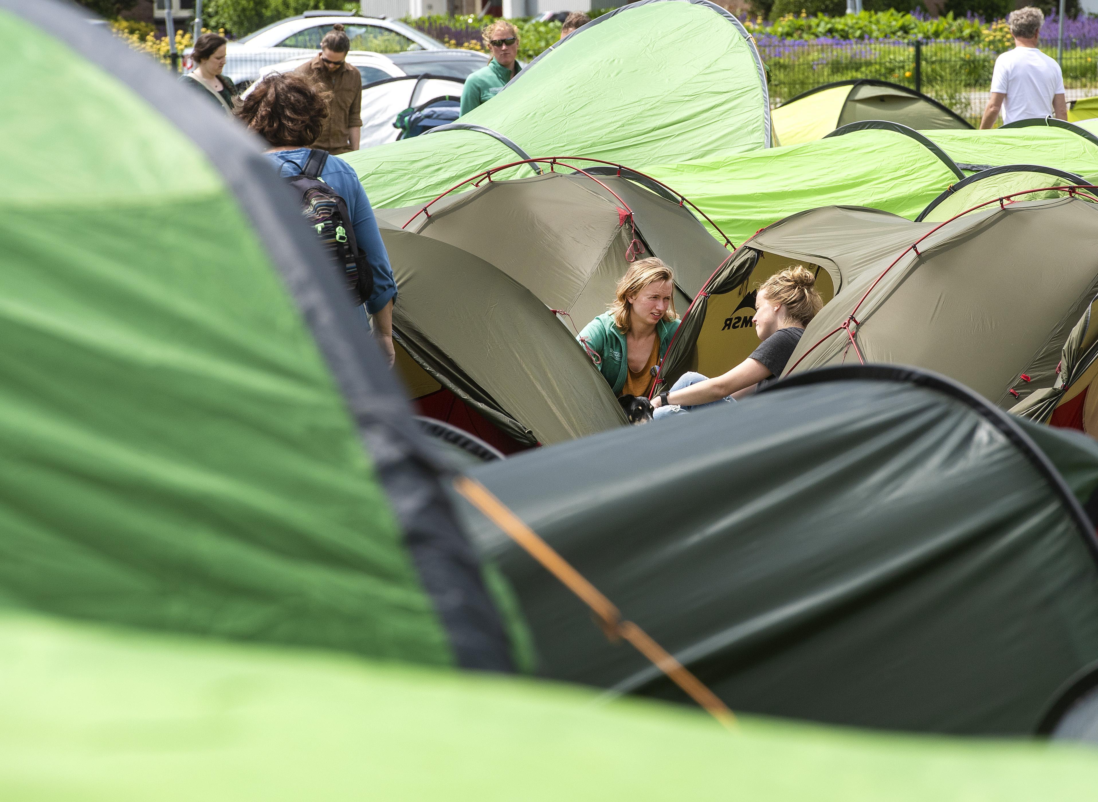 Tent testen bij show outdoorwinkel Soellaart in Haarlem: 'Een echtpaar heeft hier vannacht geslapen'