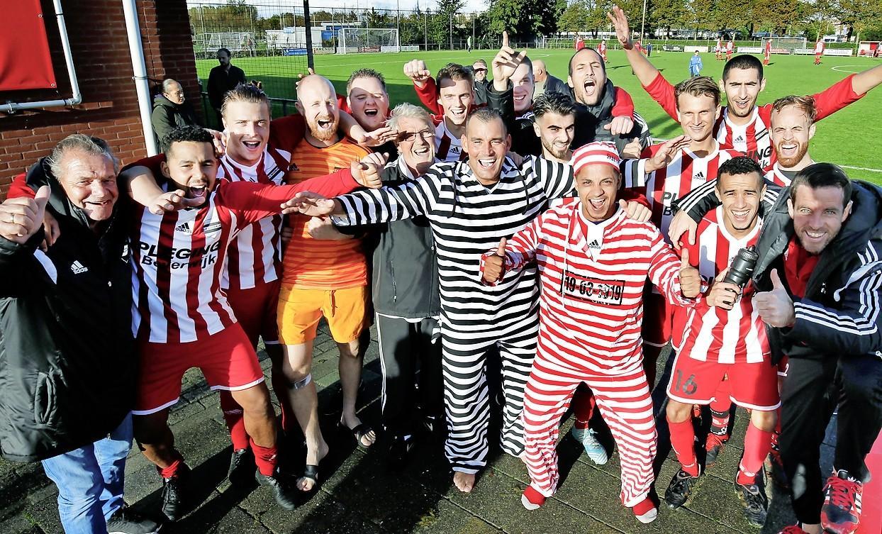 SV Beverwijk, de club van het volk, viert 100-jarig bestaan: van kapelaan Van Houten tot Arthur Numan en het boevenpak
