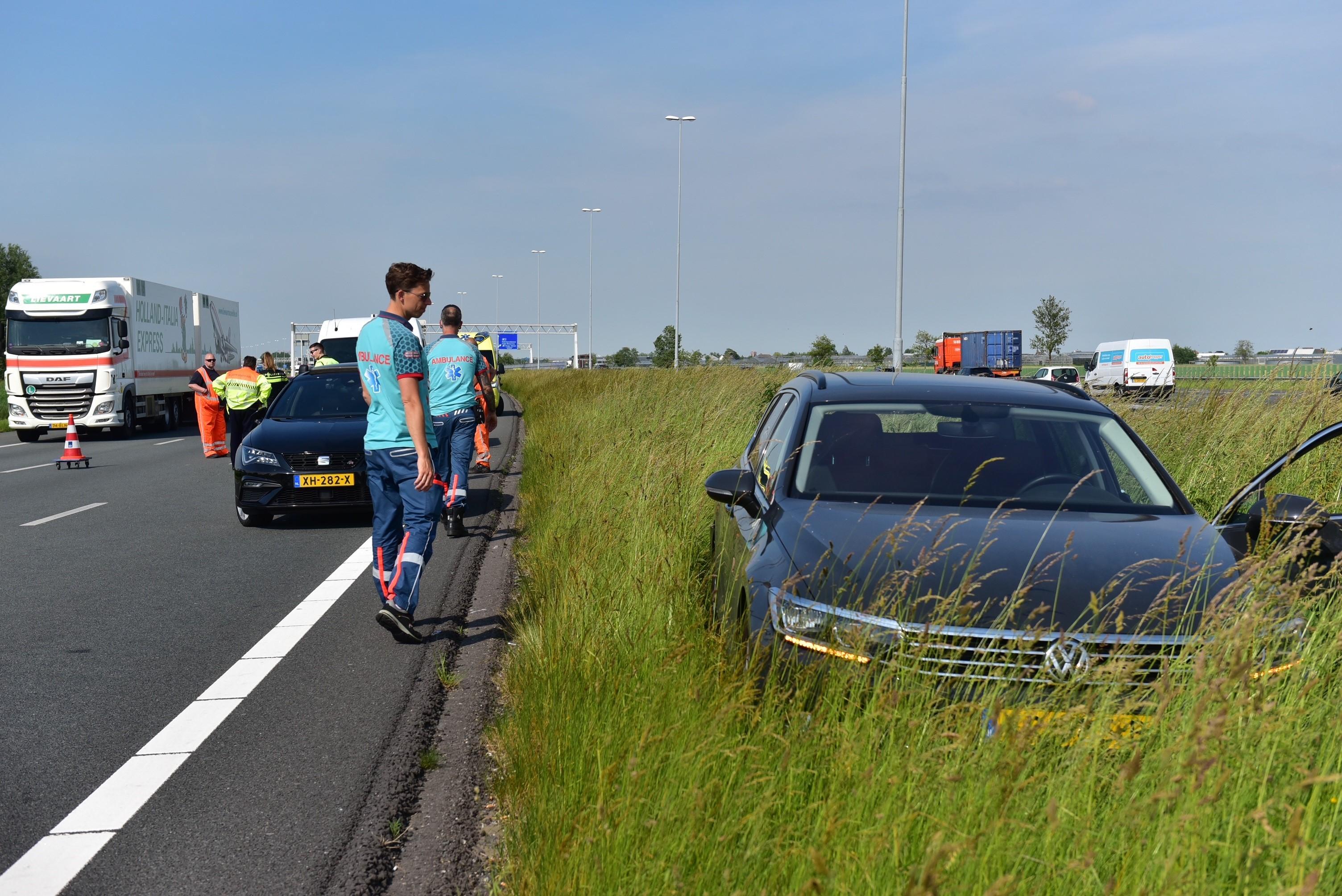 File op de A4 bij Rijpwetering richting Leiden door ongeval