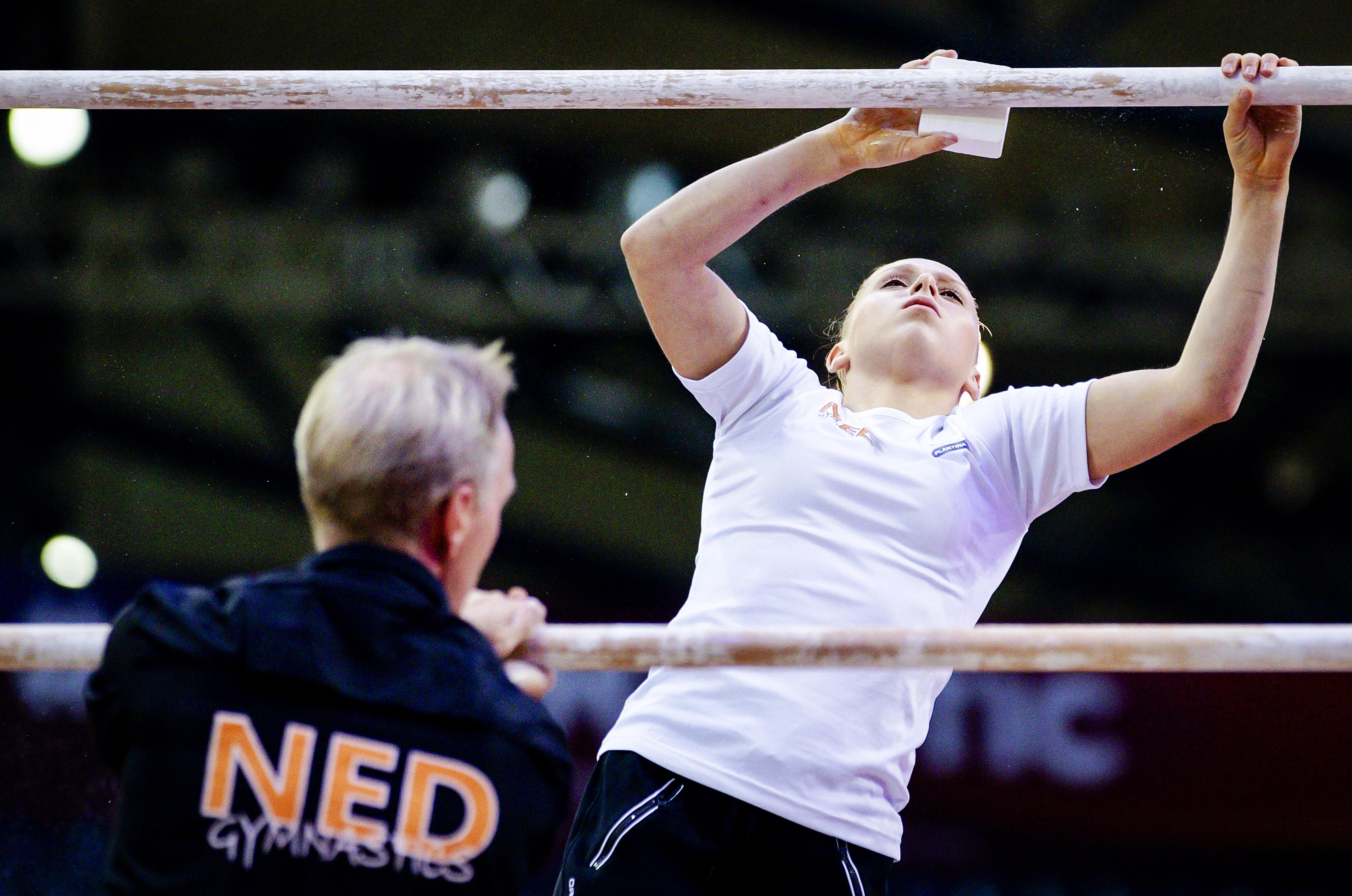Turnclubs in een spagaat. Bond eist dat trainers een stap opzij zetten. Wolther Kooistra van TURNZ Amsterdam Gymnastics: 'En wie gaat dan deze organisatie runnen?'