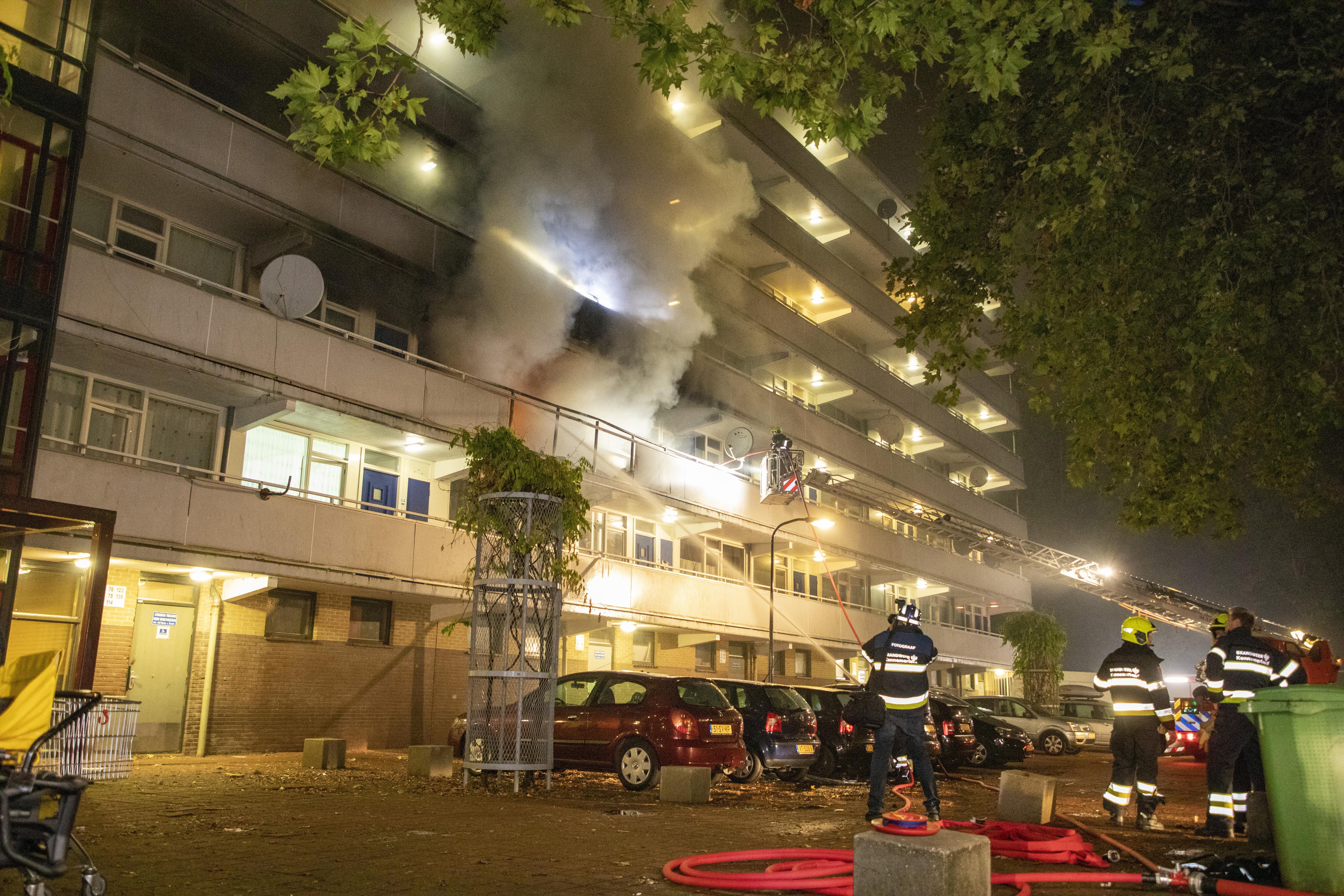 Live uit de rechtszaal: Haarlemmer die volgens OM zijn zwangere echtgenote wurgde en daarna huis in brand stak voor de rechter