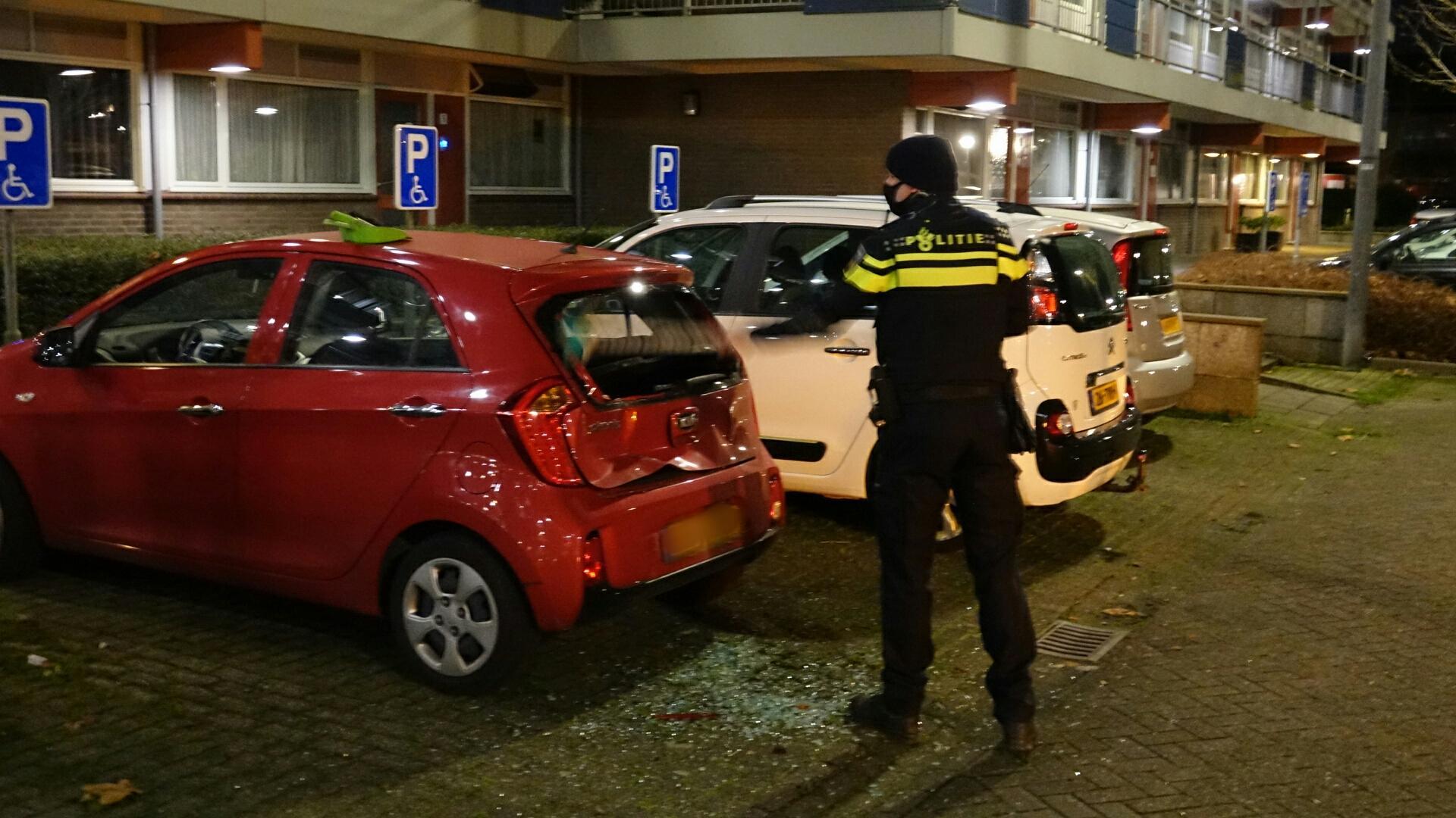 Onbekende bestuurder ramt auto van oude vrouw op invalidenparkeerplaats in Hoorn en rijdt door na ongeval