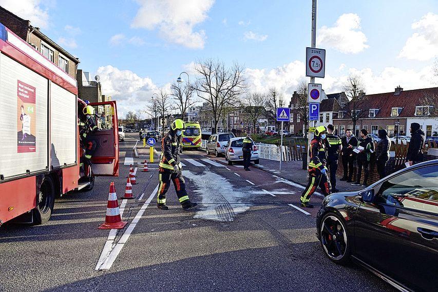 Drie auto's betrokken bij ongeluk in Leiden; een passagier raakte gewond