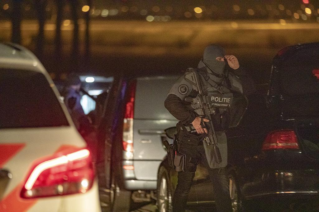 Arrestatieteam ingezet voor 'persoon met wapen' in Lijnden [update]