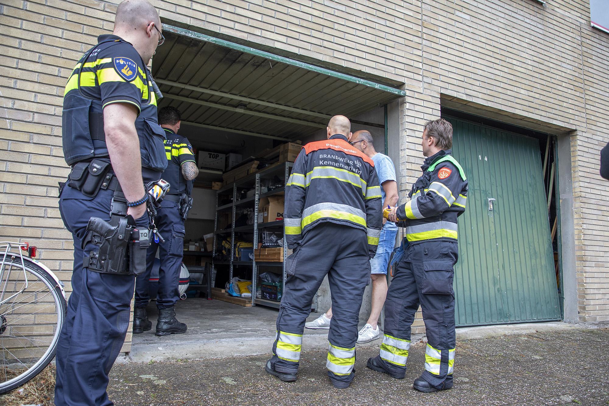 Garageboxen opengebroken in onderzoek naar stankoverlast Haarlemse Gaasterlandstraat
