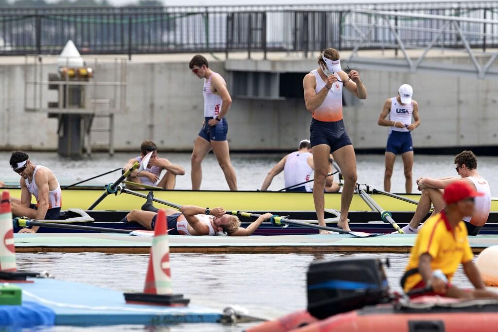 Roeiers Holland Acht met Haarlemse Bram Schwarz slechts vijfde in olympische finale Tokio