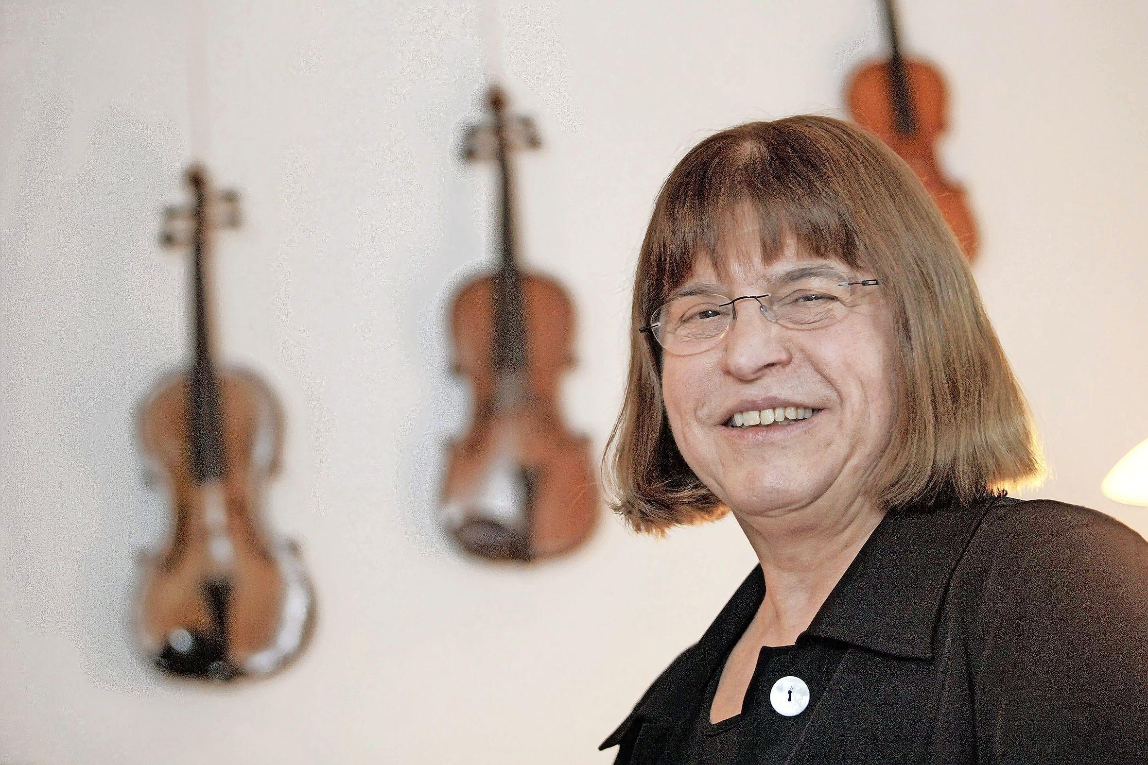 Vermaard Hilversums viooldocente Coosje Wijzenbeek (72) trok lesgeven naar een hoger plan. Voor tientallen pupillen als Janine Jansen en Noa Wildschut legde ze de basis