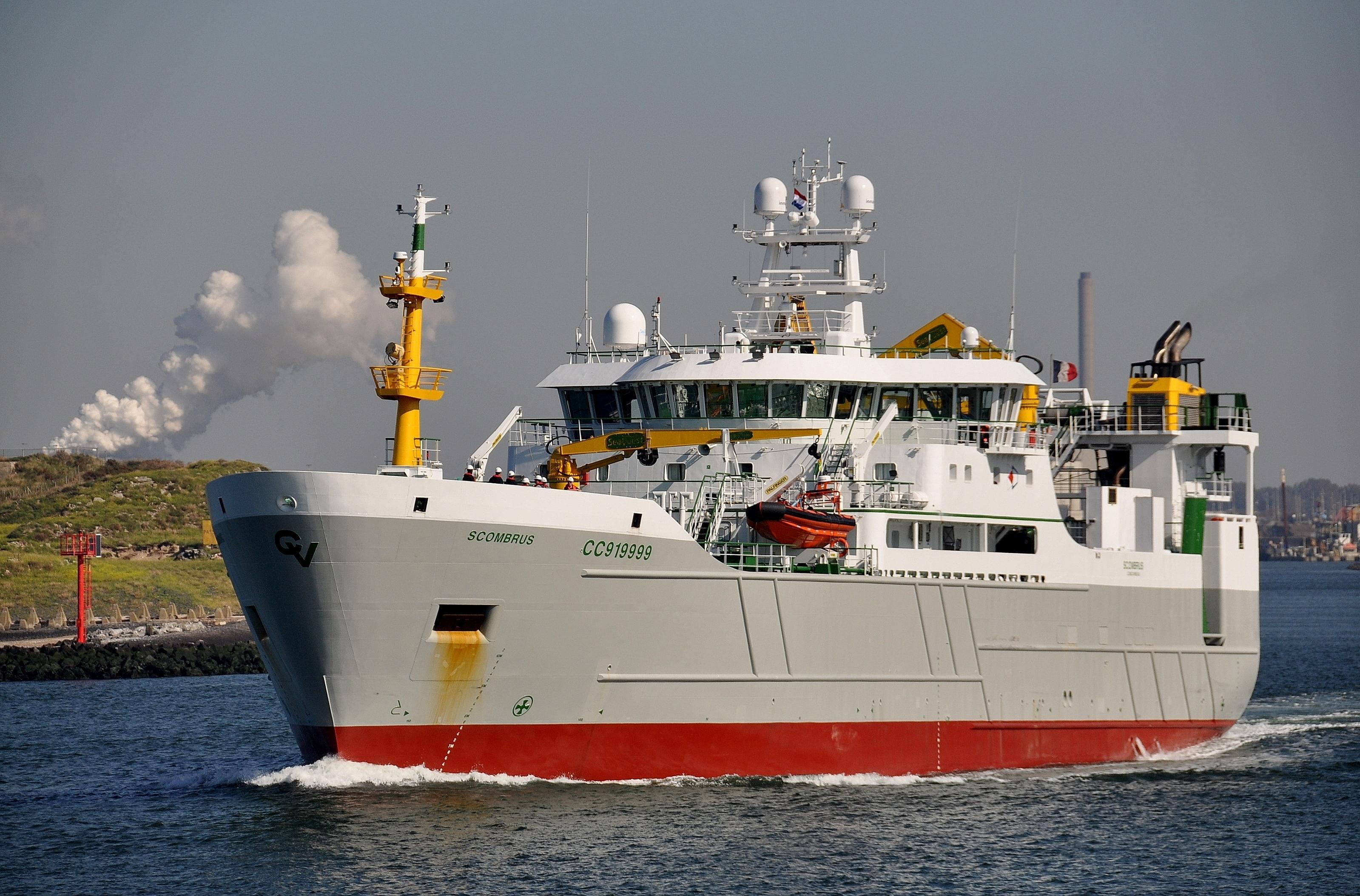 Franse actiegroep Bloom wil vrijdag protesteren bij doop van Scombrus van rederij Vrolijk omdat de kustvisserij schade kan oplopen. 'We zitten elkaar niet in de weg', menen de IJmuidenaren