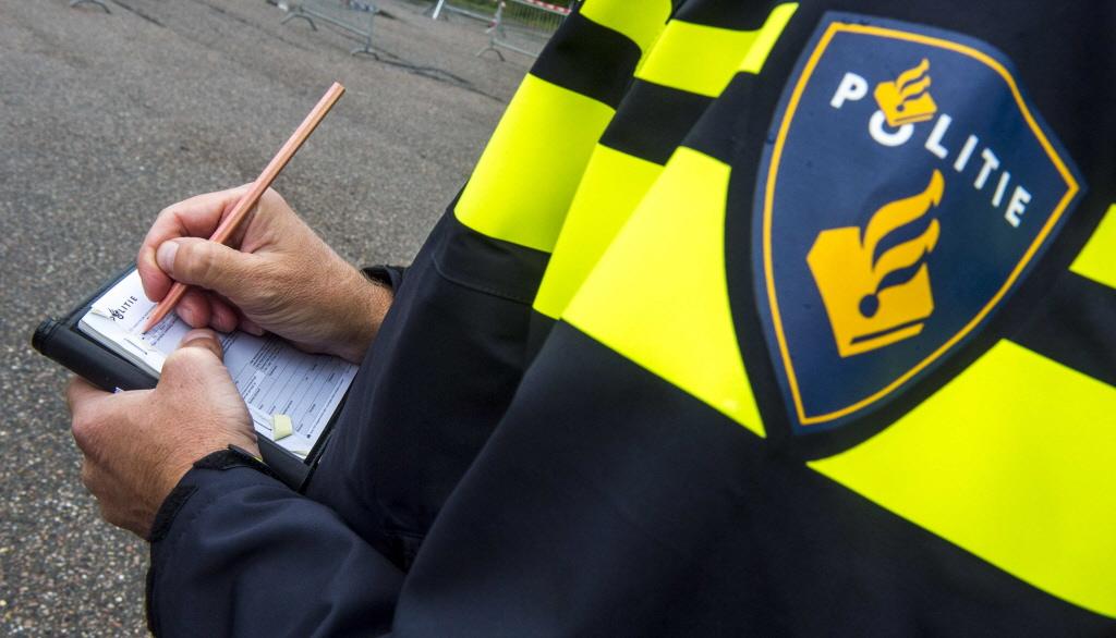 18-jarige Heemskerker steelt rij- en kentekenbewijs in café