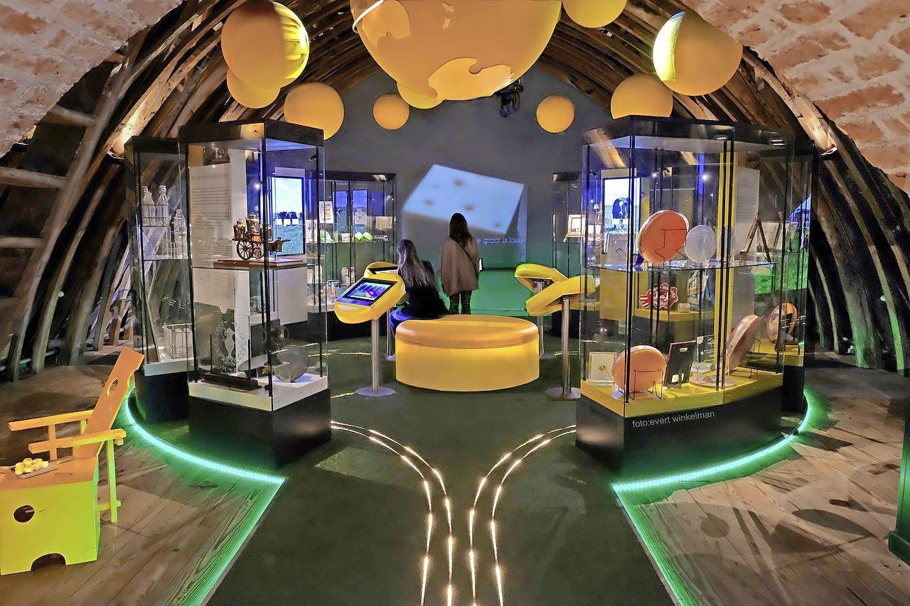 'Ik zei nog zo: Geen bommetje!' en andere reclames in expositie De Wereld van Zuivel in Kaasmuseum Alkmaar